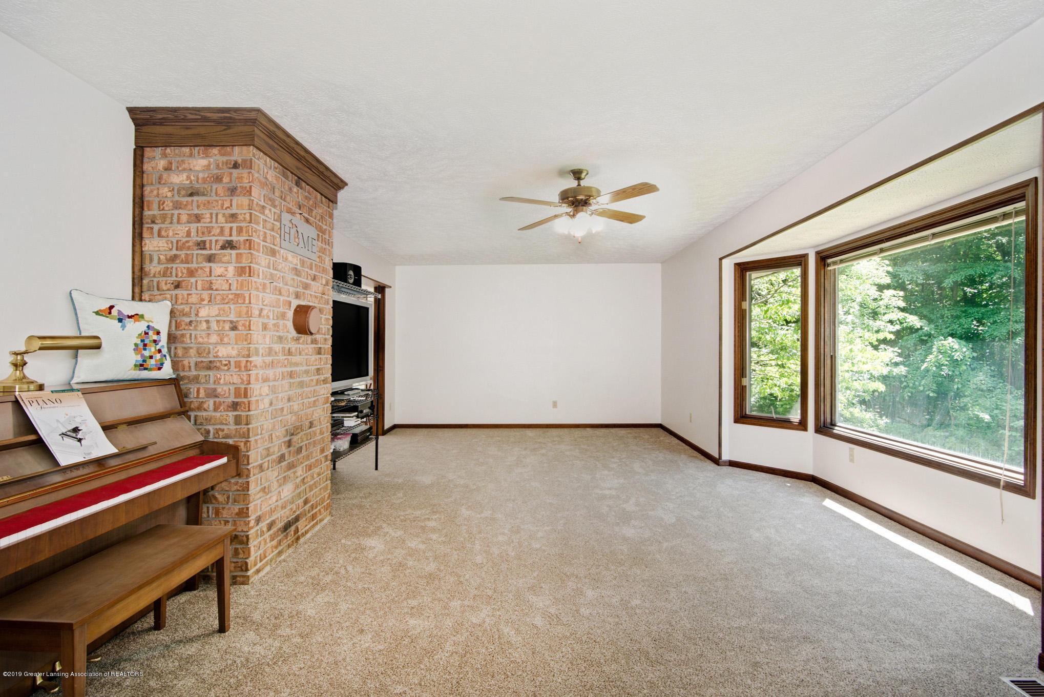 7520 Carmel Ln - Living Room 2 - 13