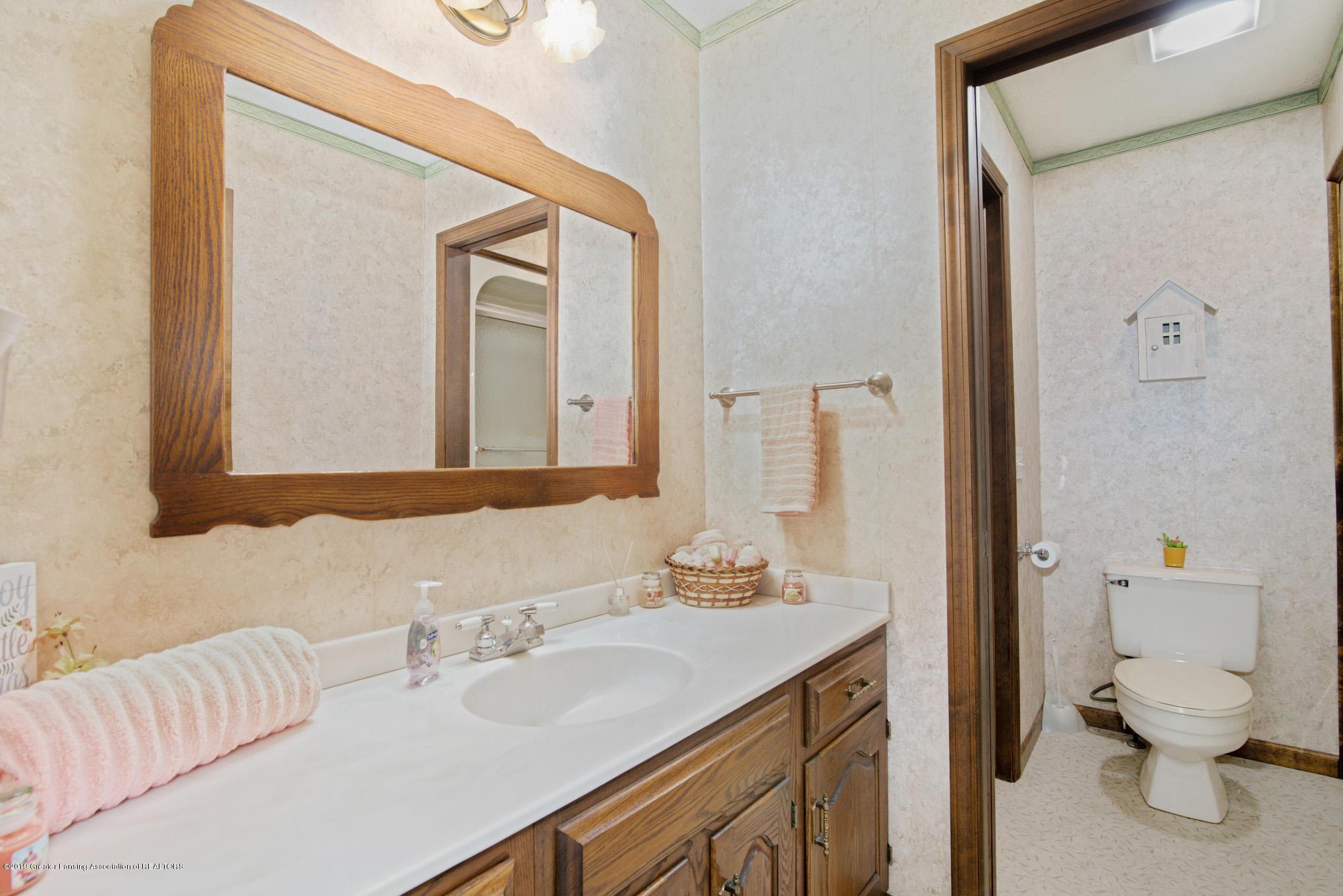 7520 Carmel Ln - Main Bathroom - 19