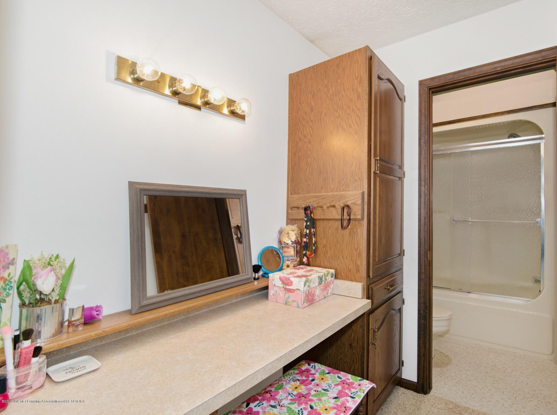 7520 Carmel Ln - Vanity area - 20