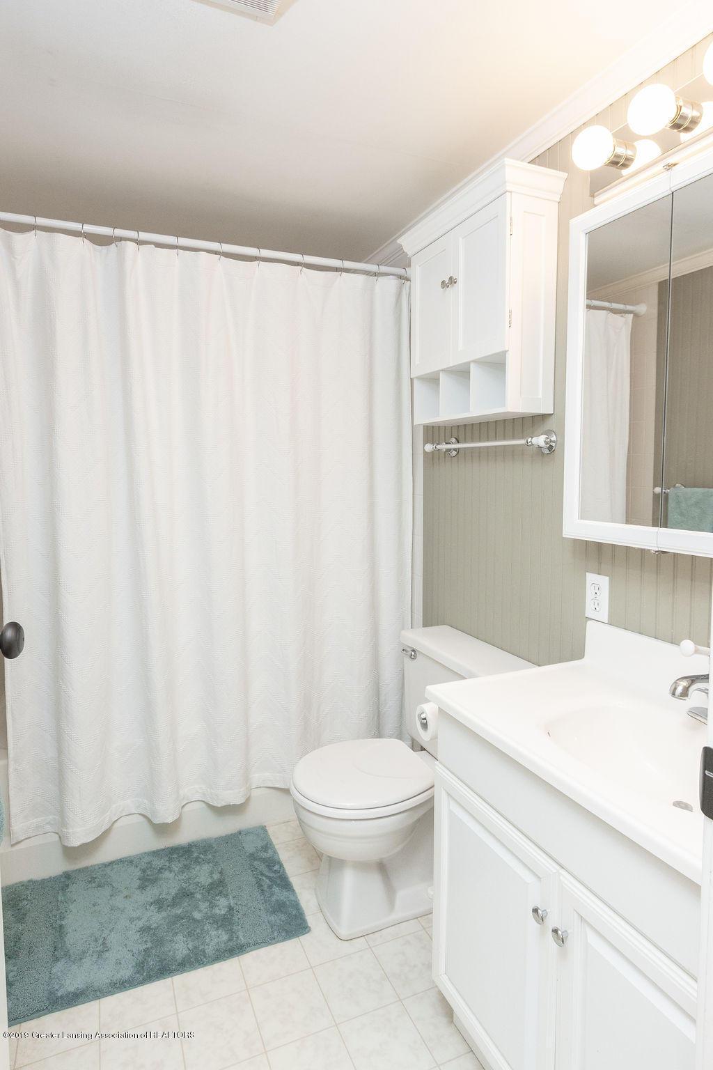 4715 Van Atta Rd - Upper Level Full Bath - 39