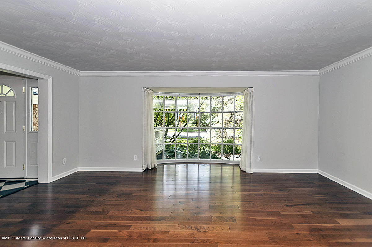 1720 Foxcroft Rd - Living Room - 5