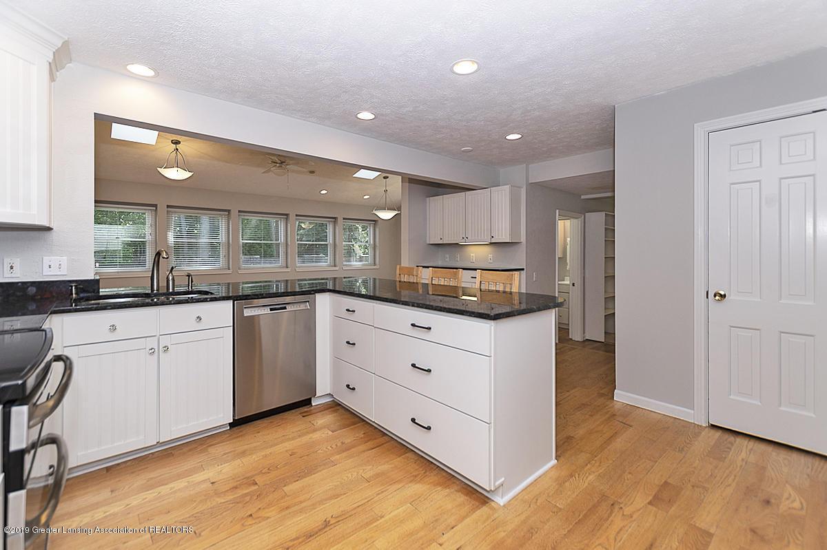 1720 Foxcroft Rd - Kitchen - 11