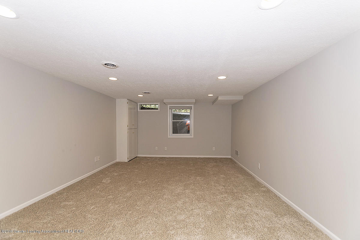 1720 Foxcroft Rd - Lower Level Rec-Room - 40