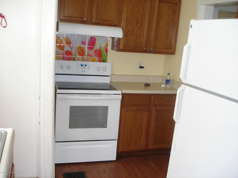 1222 W Ionia St - Kitchen - 8
