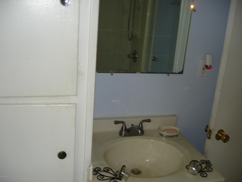 1222 W Ionia St - Bathroom - 11