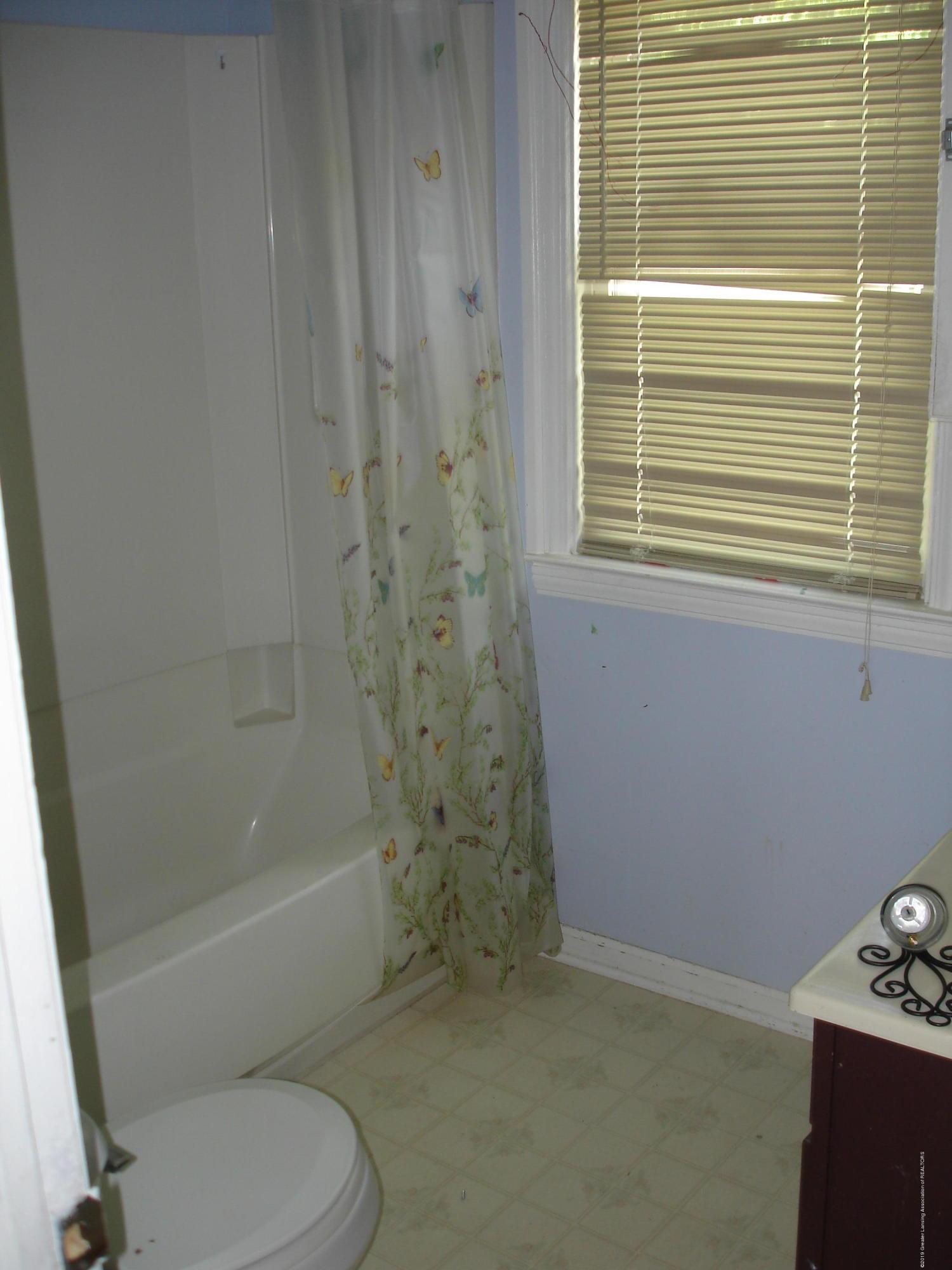 1222 W Ionia St - Bathroom - 10