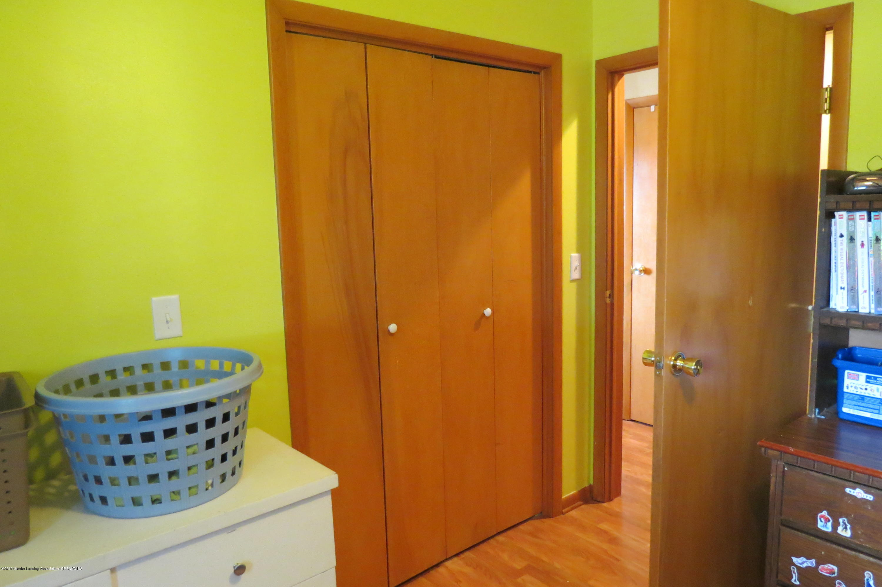 4007 N Shepardsville Rd - Bedroom - 18