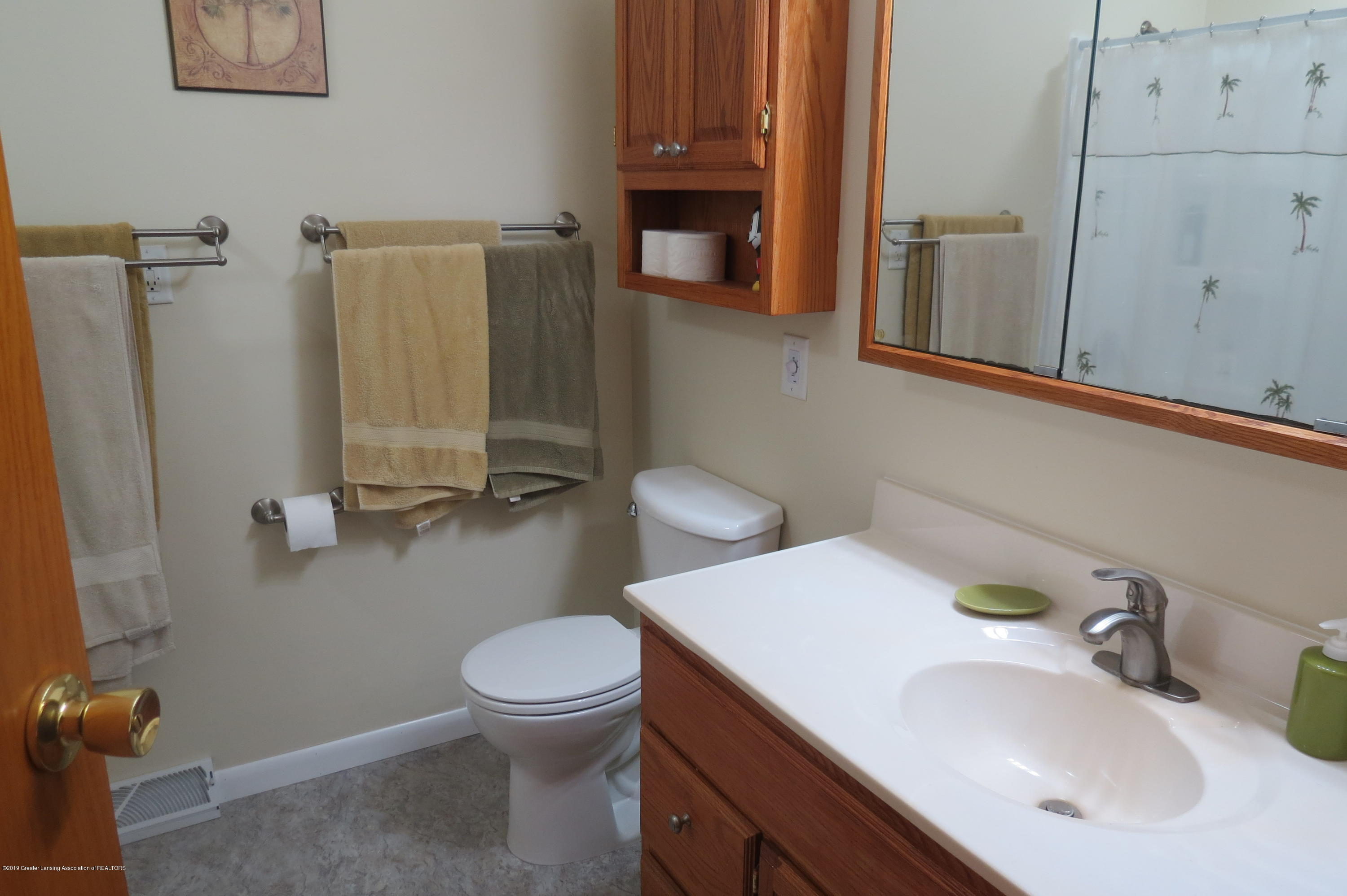 4007 N Shepardsville Rd - Full Bath - 16