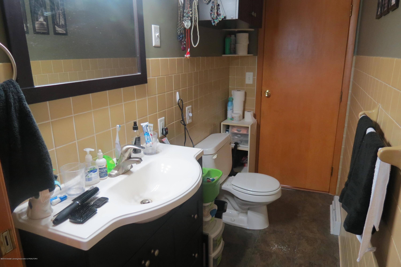 4007 N Shepardsville Rd - Half Bath - 23