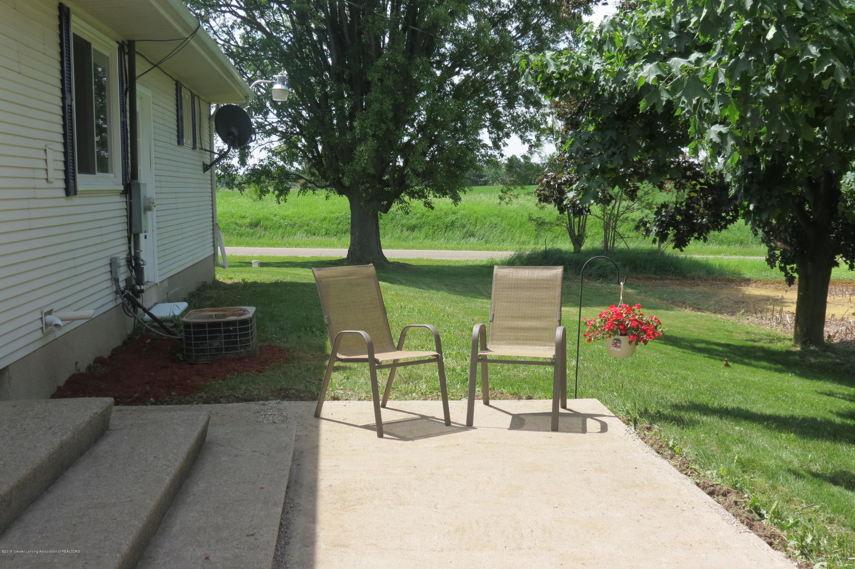 4007 N Shepardsville Rd - Patio - 33