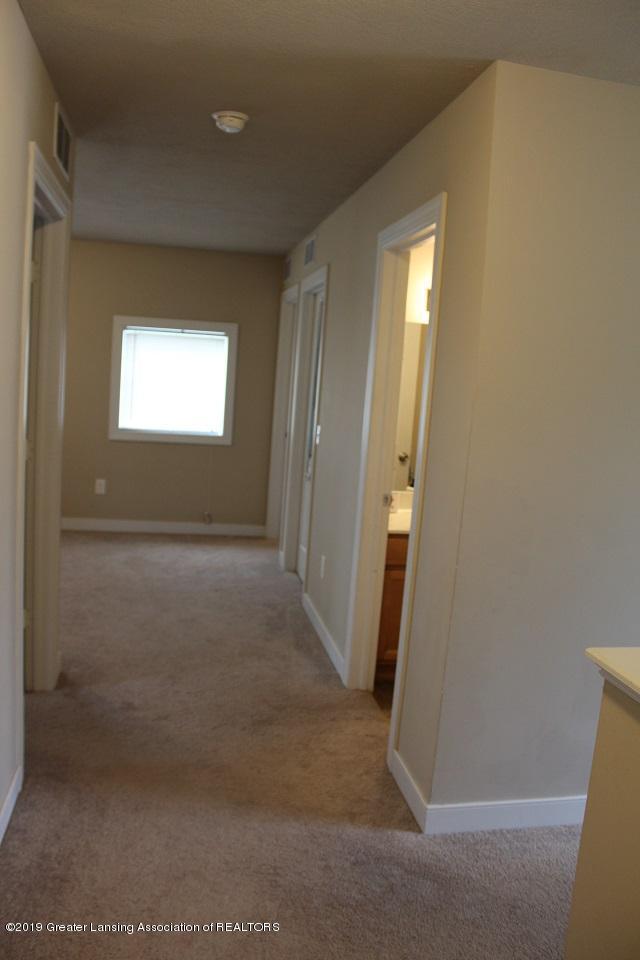 5924 Hemlock Dr - Upstairs hallway - 22