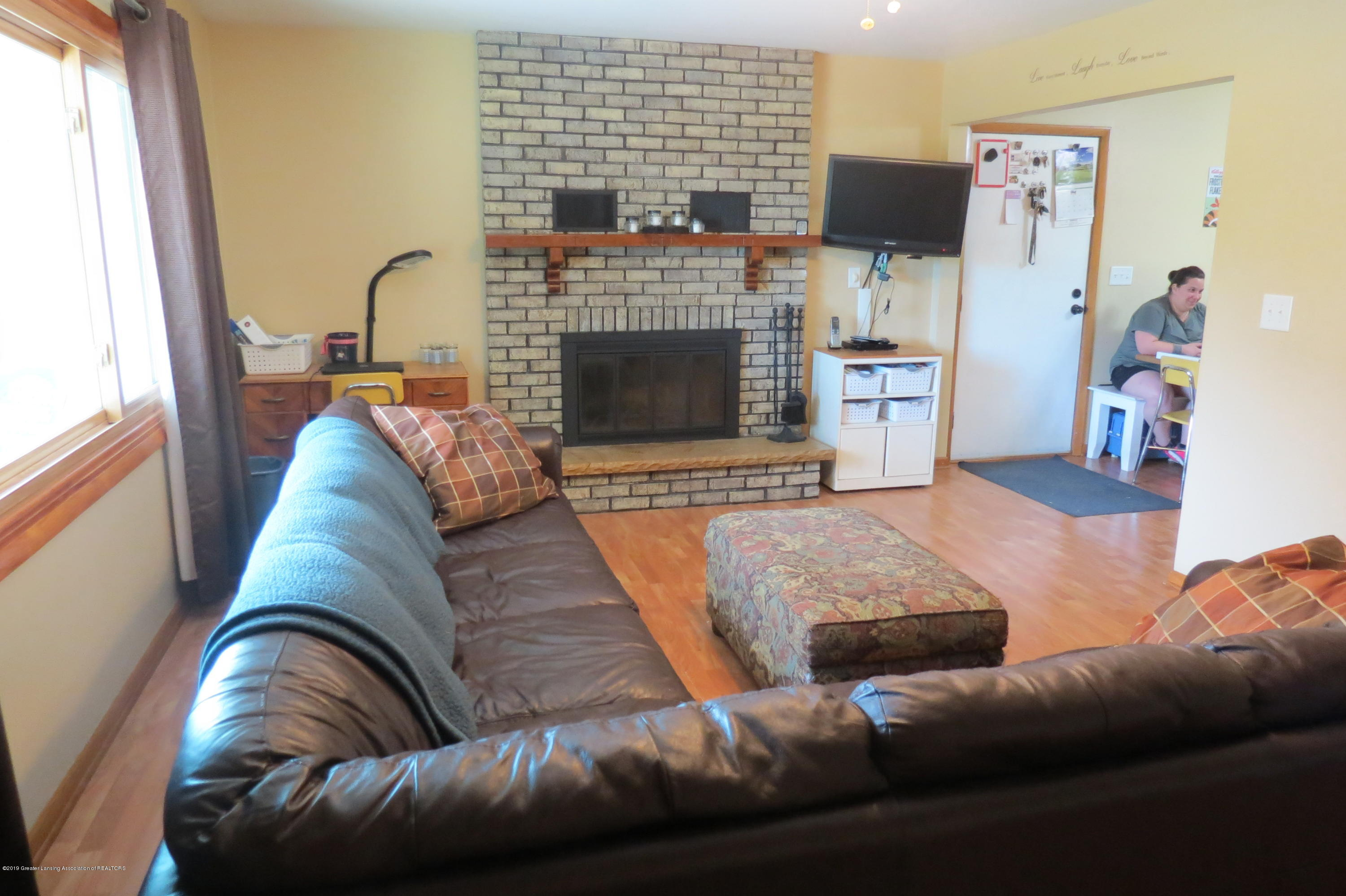 4007 N Shepardsville Rd - Living Room - 9