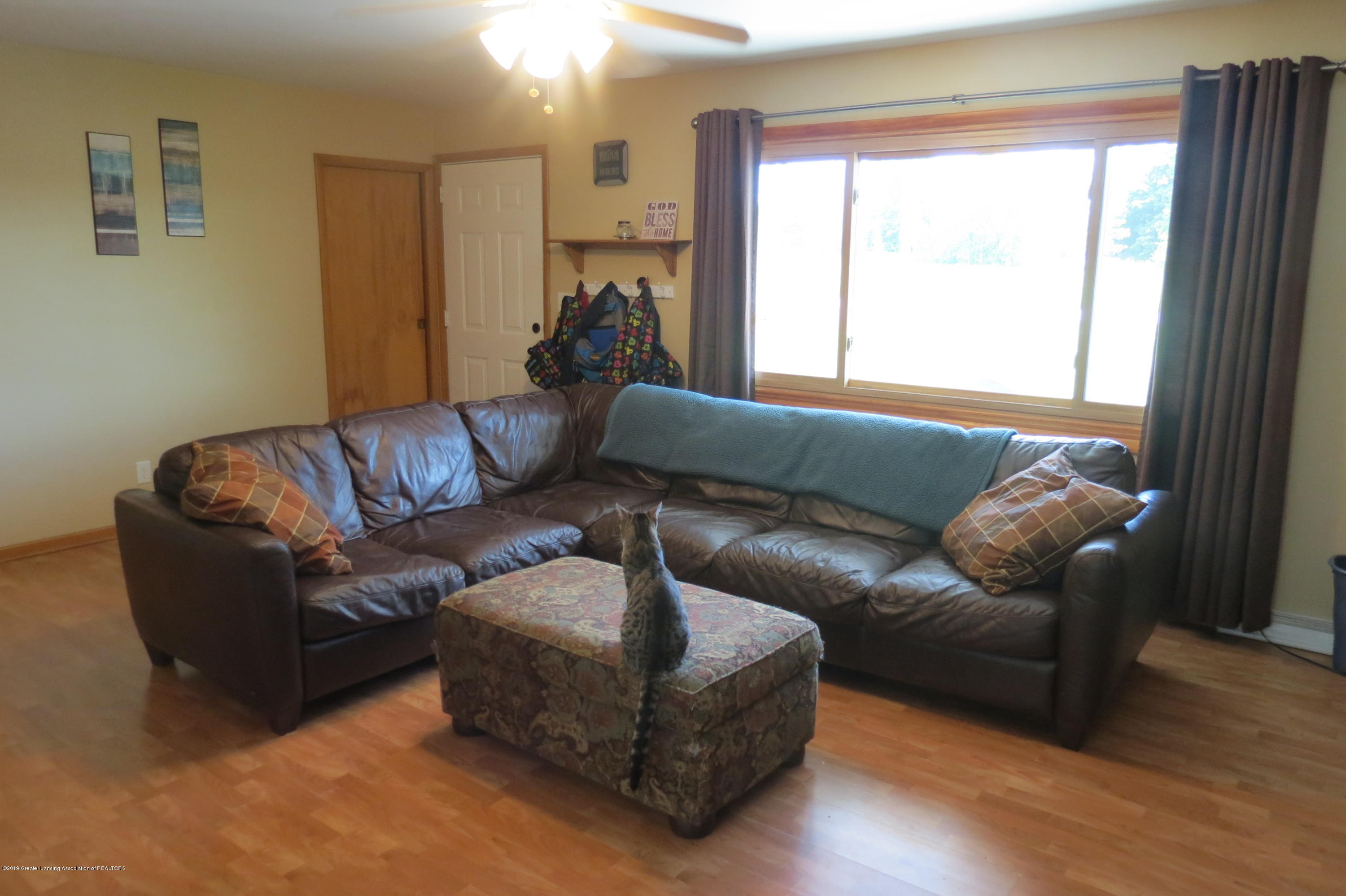 4007 N Shepardsville Rd - Living Room - 10