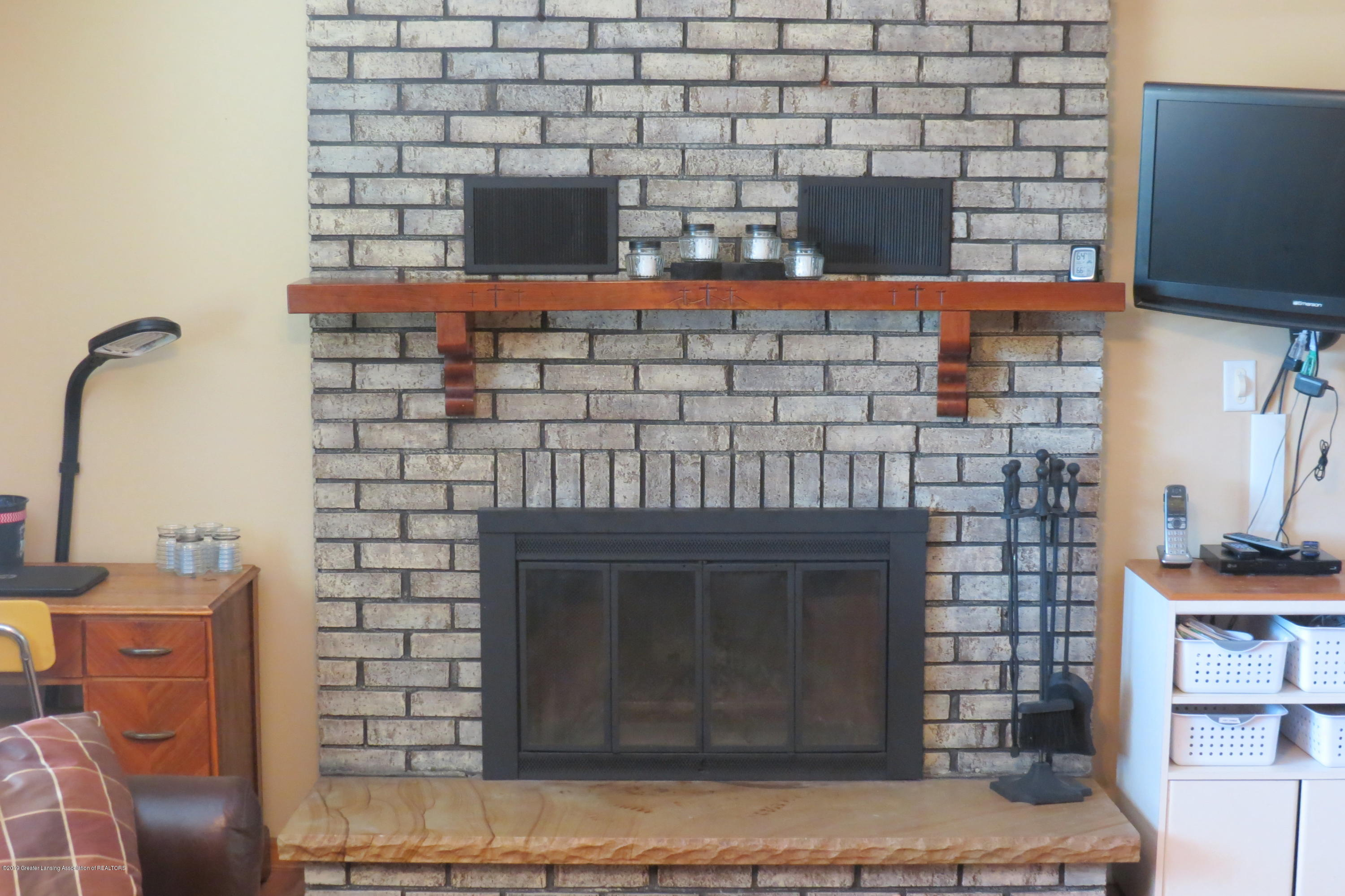 4007 N Shepardsville Rd - Fireplace - 11