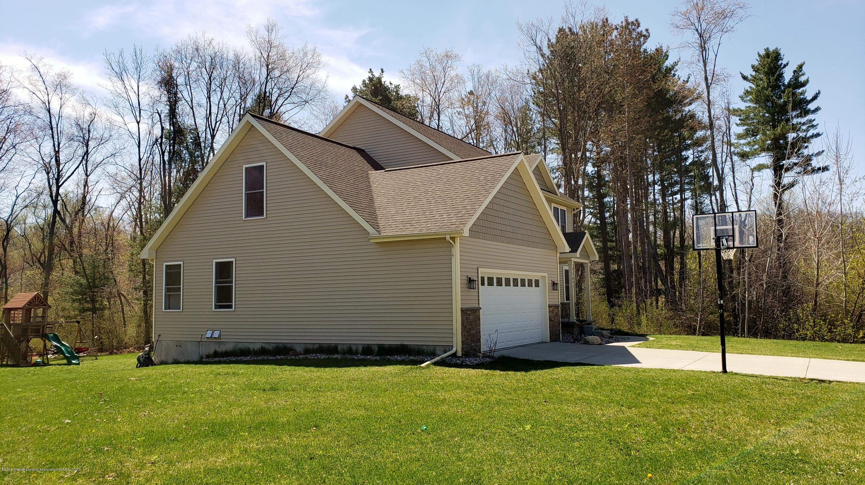 11677 Highland Ct - Side of House - 2