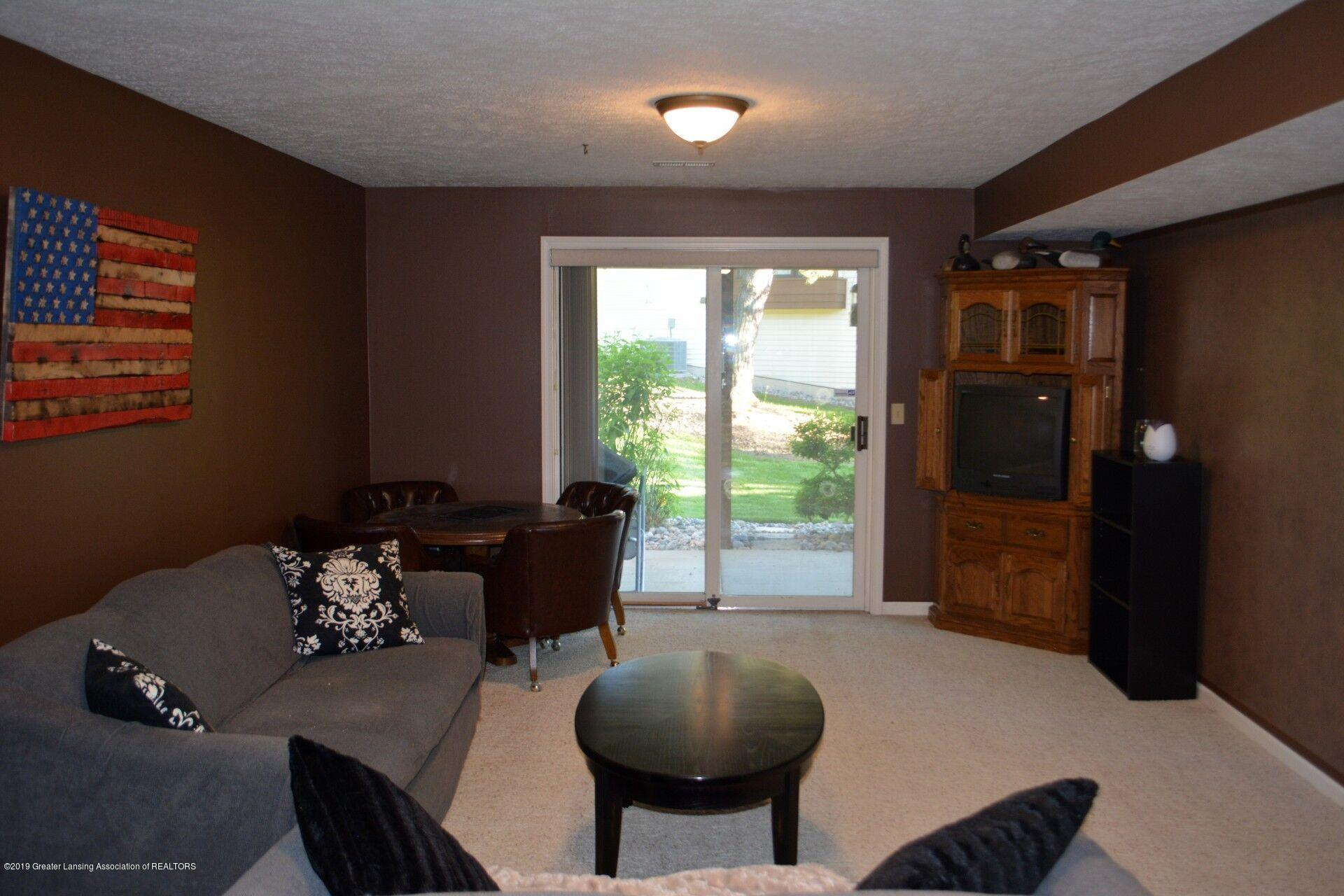 1319 Brookside Dr - Family Room - 11