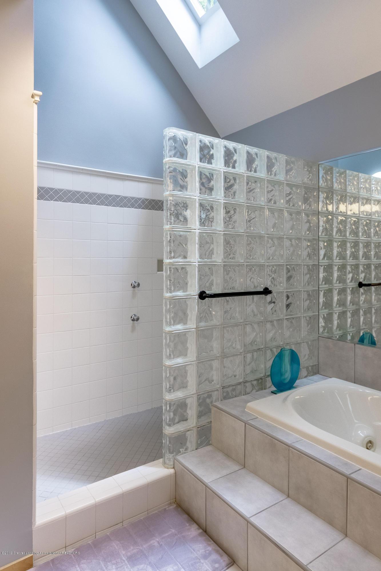 4435 Oak Pointe Ct - Master Bath - 47