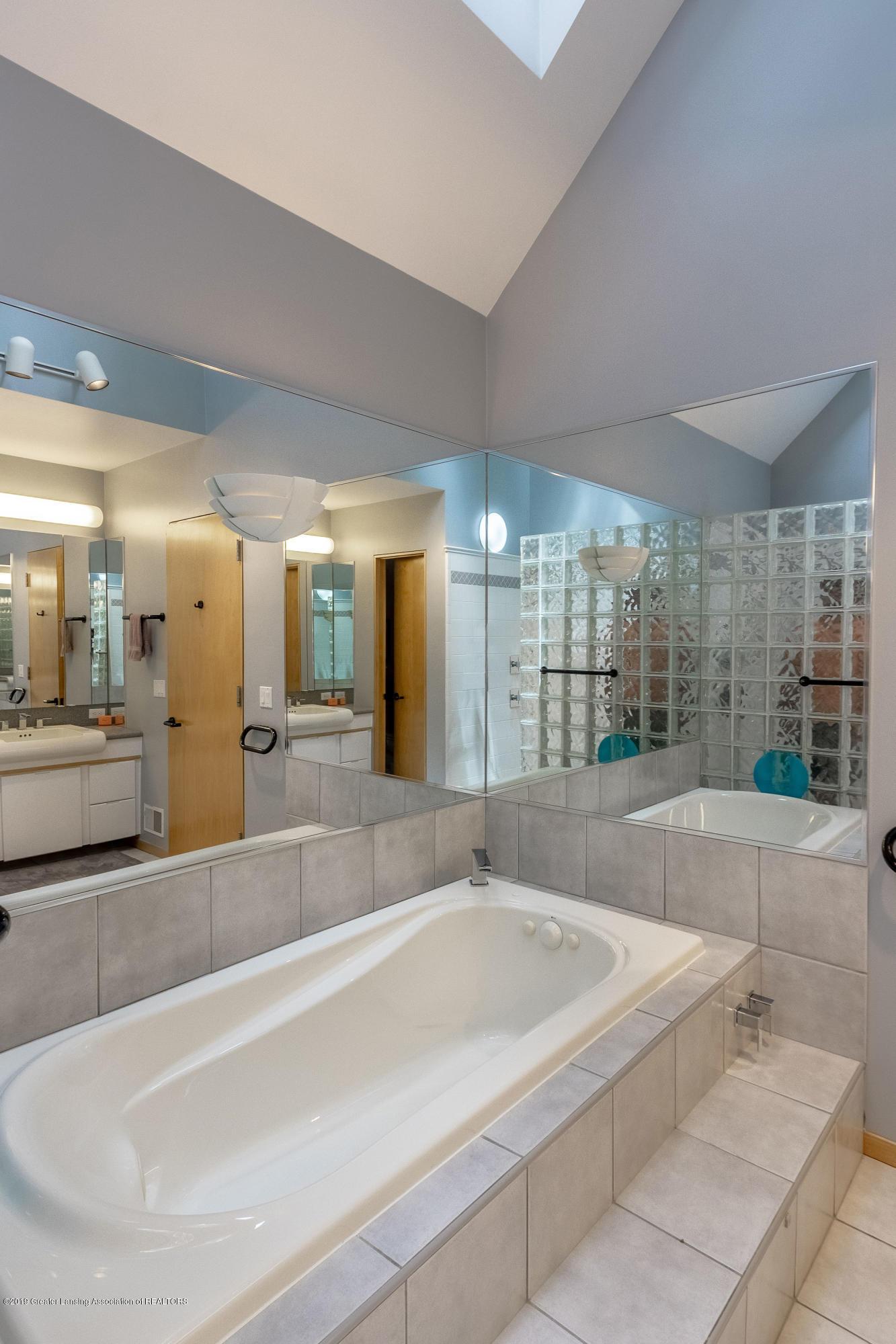 4435 Oak Pointe Ct - Master Bath - 49