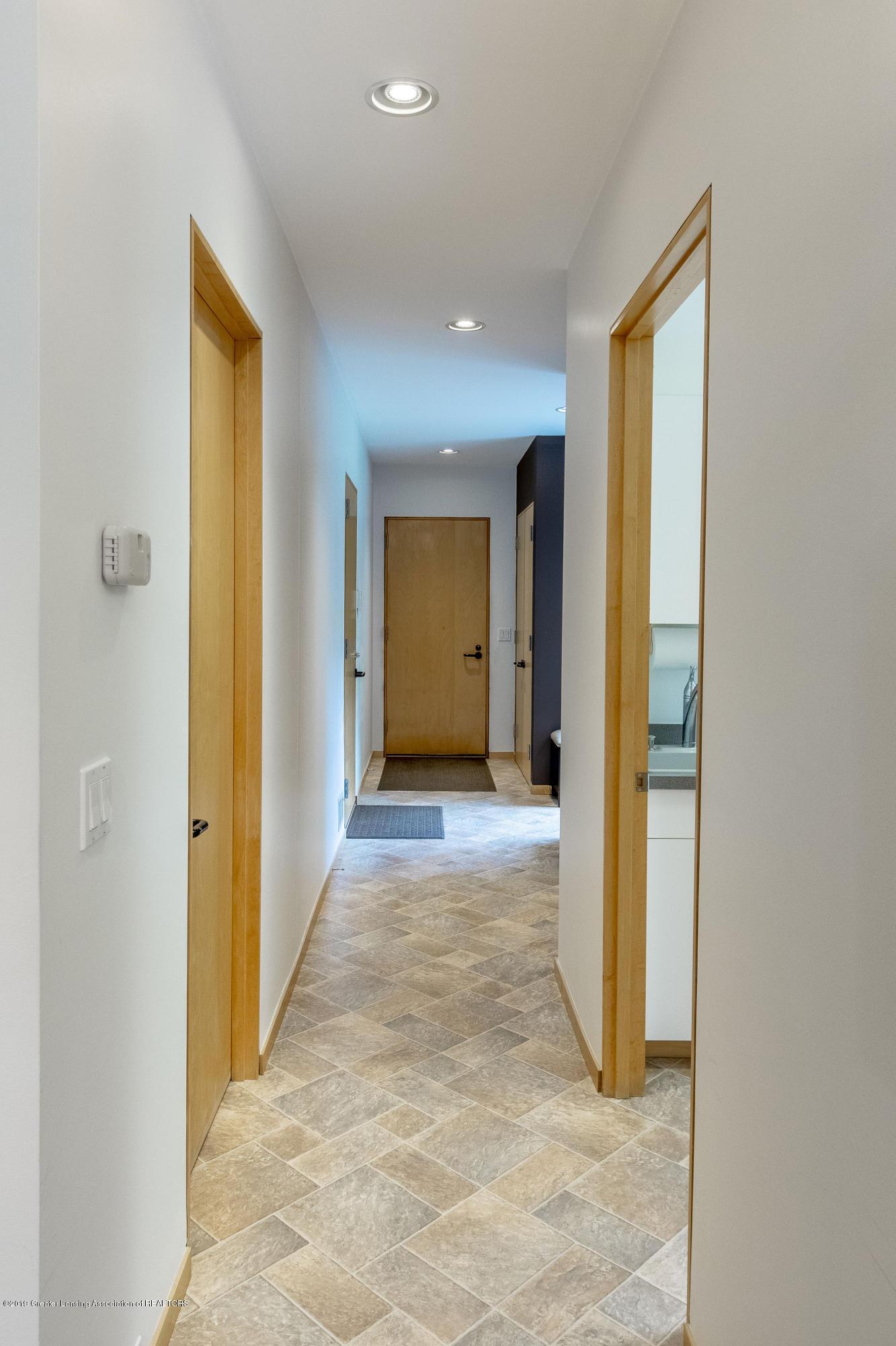 4435 Oak Pointe Ct - Main Floor Hallway - 51