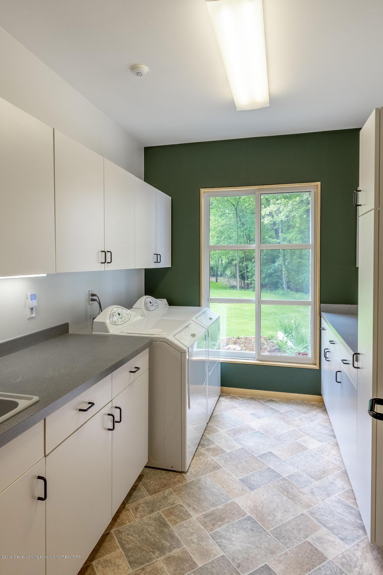 4435 Oak Pointe Ct - Main Floor Laundry Room - 52