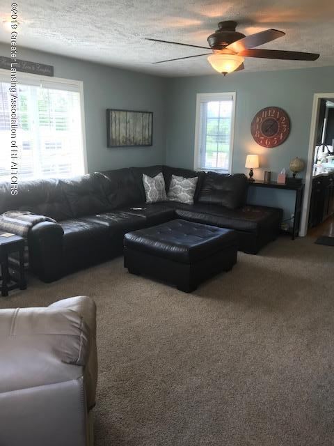 1013 E Broadway Hwy - Living Room - 9
