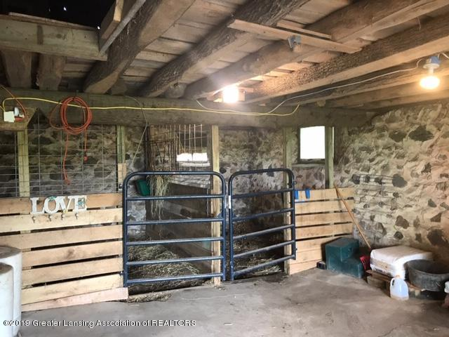1013 E Broadway Hwy - Horse Stalls - 20