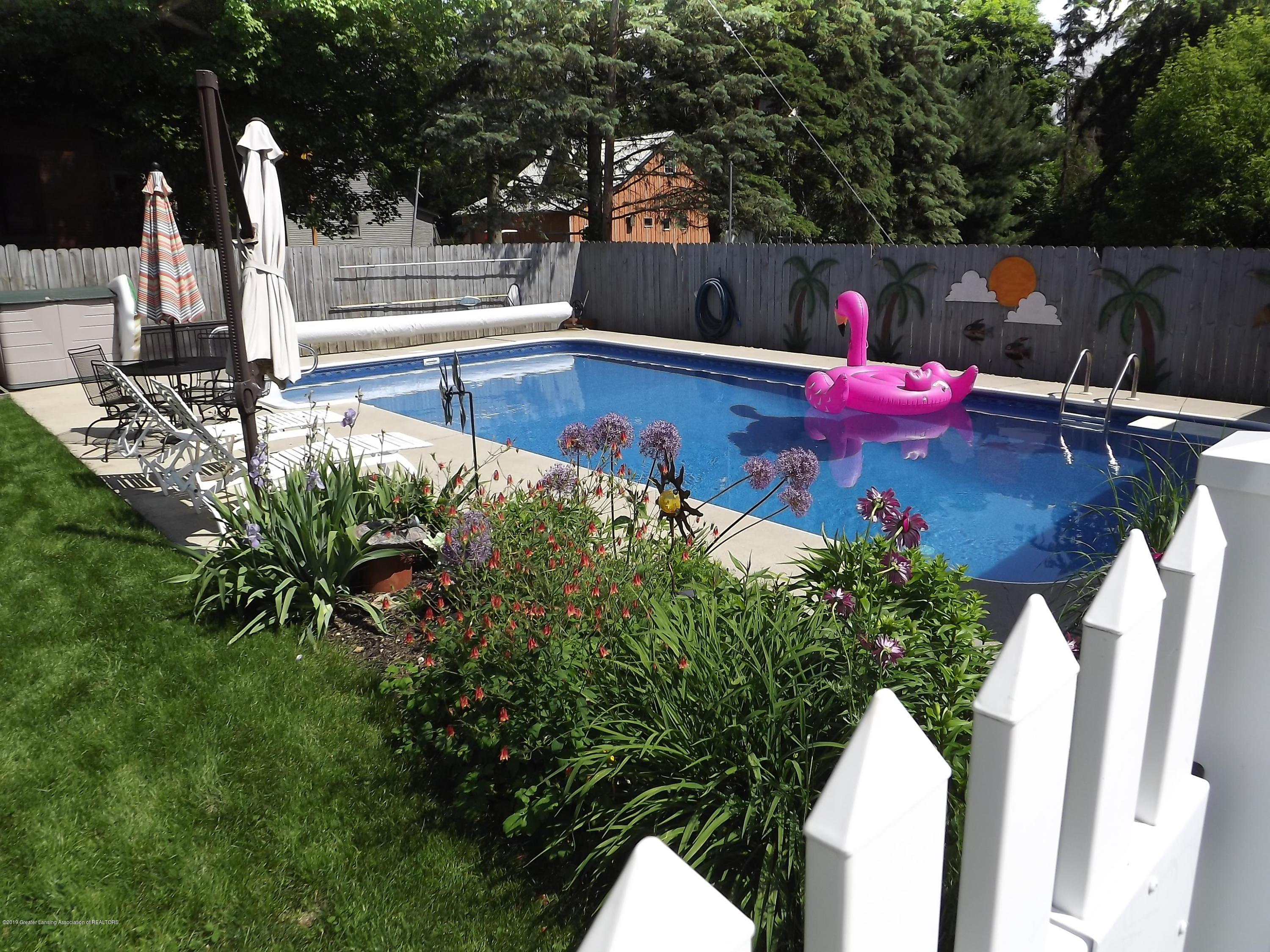 211 W Seminary St - 3 Pool - 3