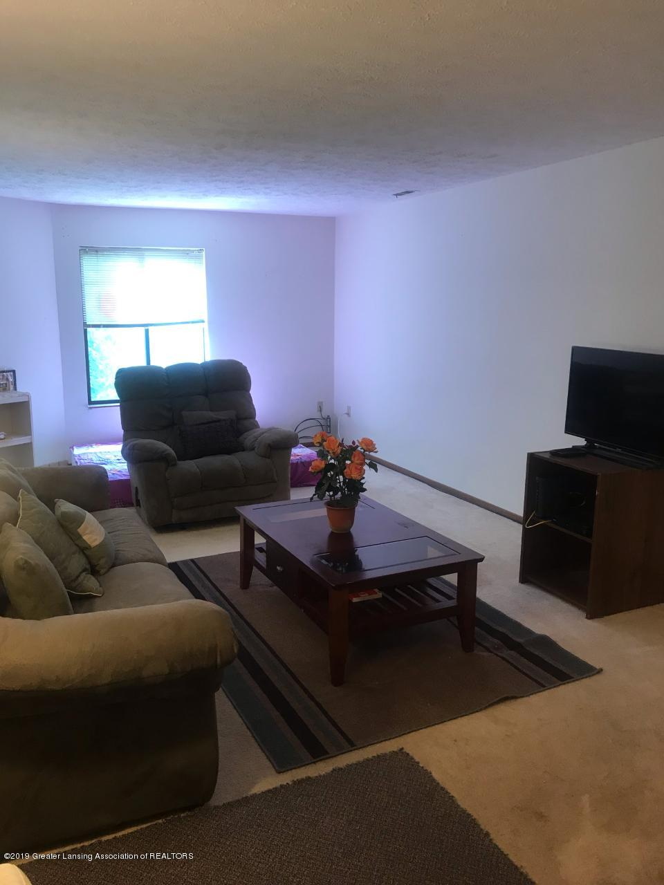 1563 West Pond Drive 30 - Living room - 4