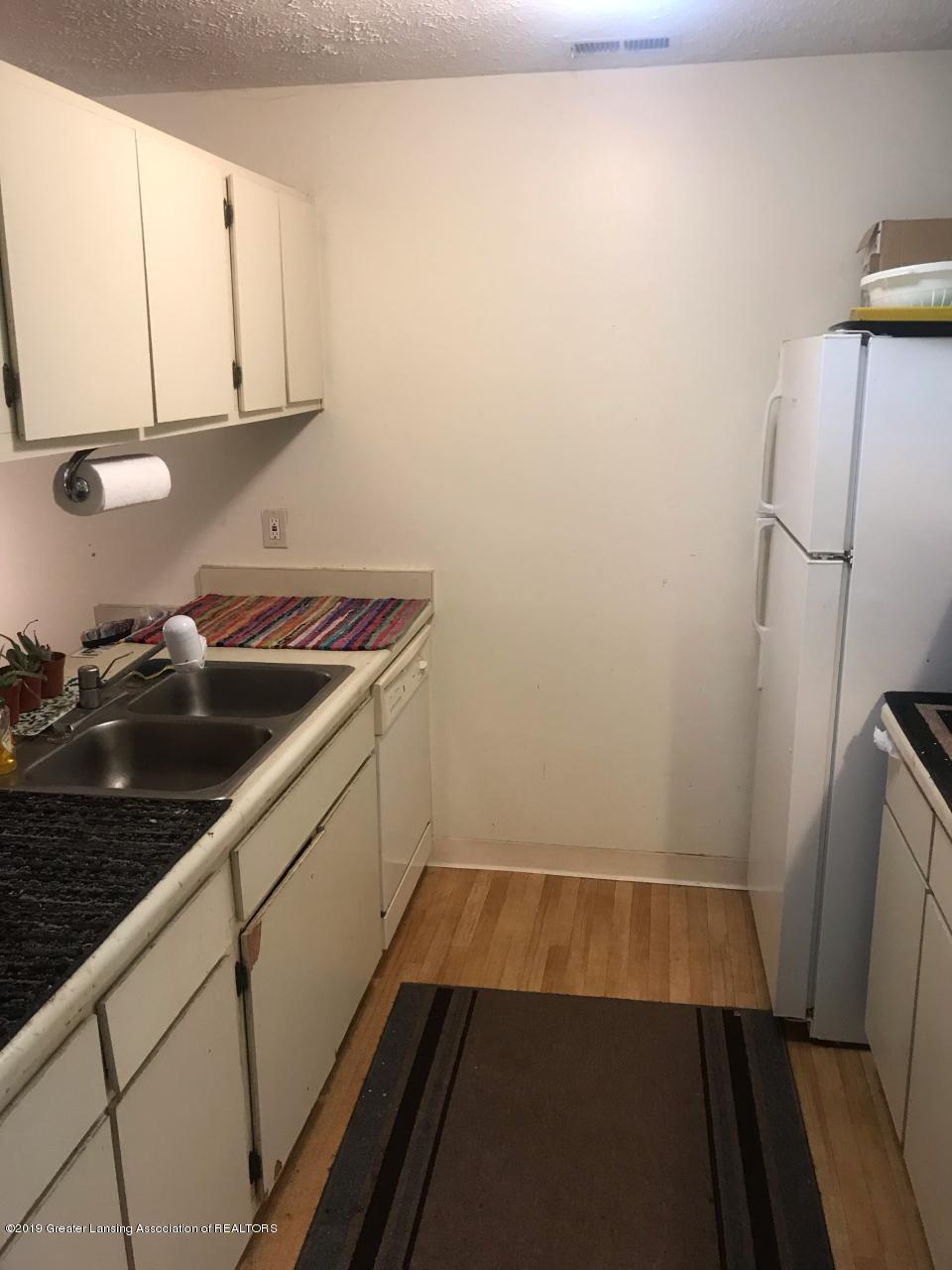 1563 West Pond Drive 30 - Kitchen - 2