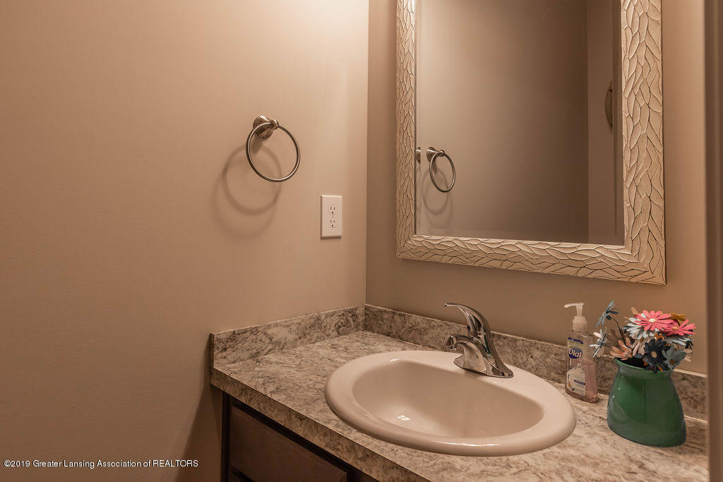 1915 Keegan Ct - First Floor Half Bathroom - 18