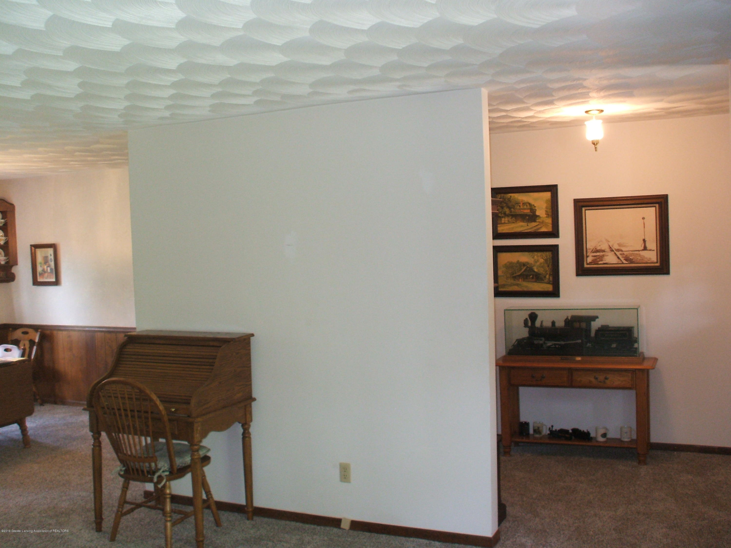 807 W McConnell St - Living room - 11