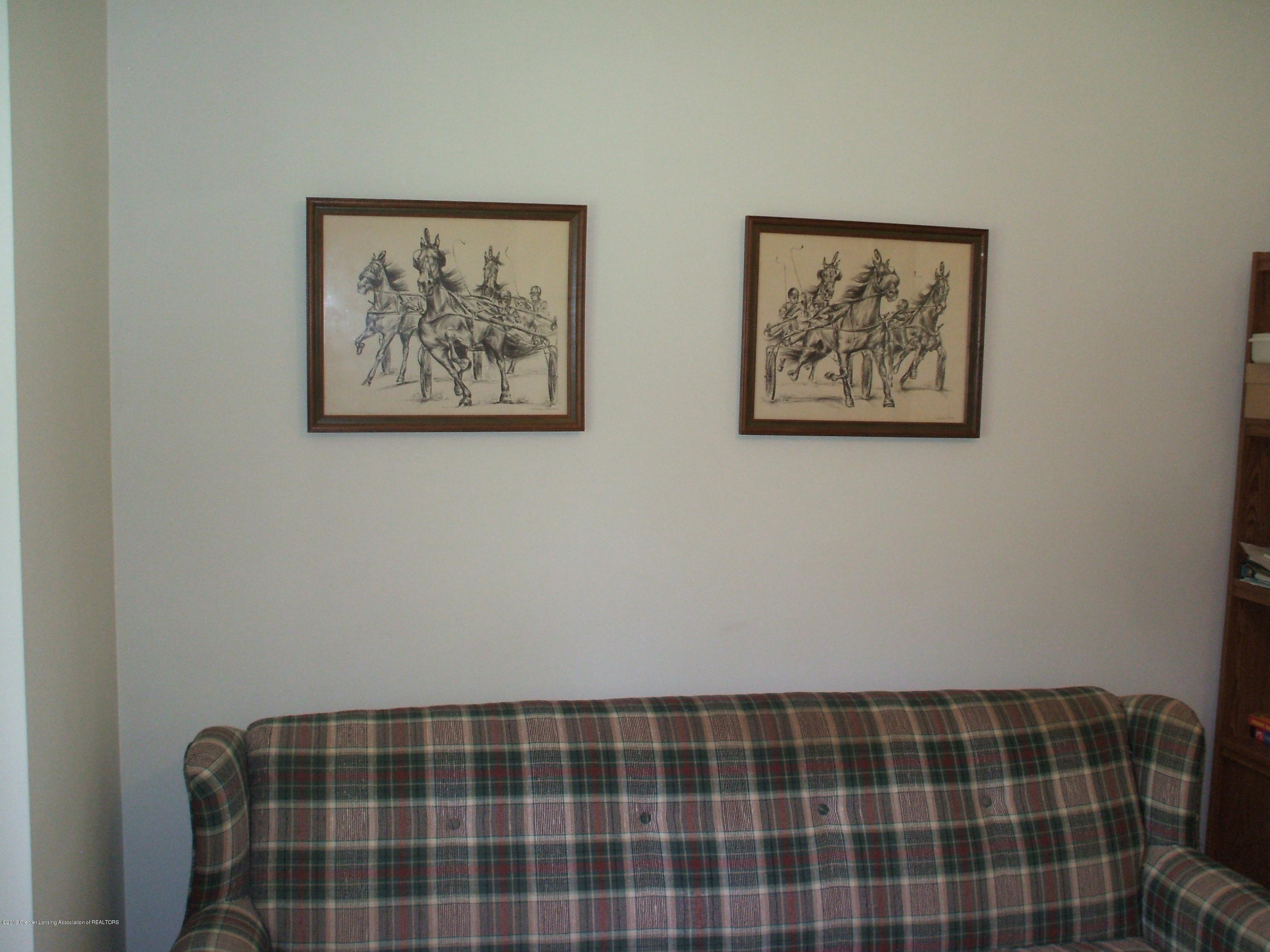 807 W McConnell St - Living room - 12
