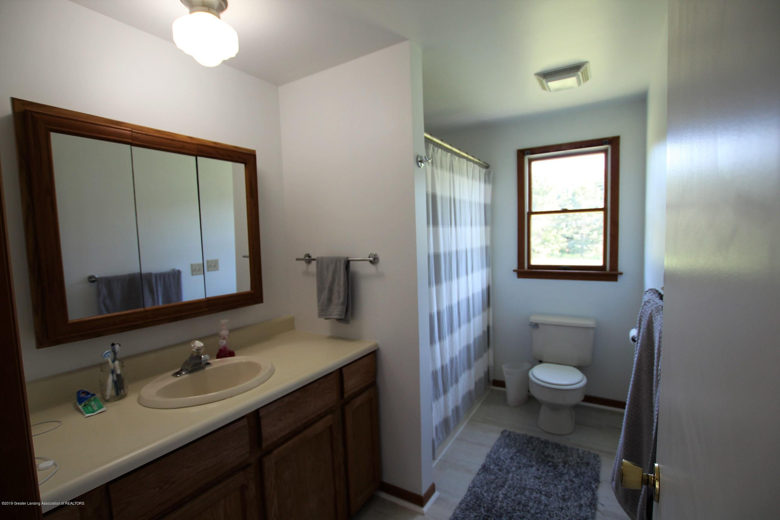 8500 Woodbury Rd - Full Bath - 34