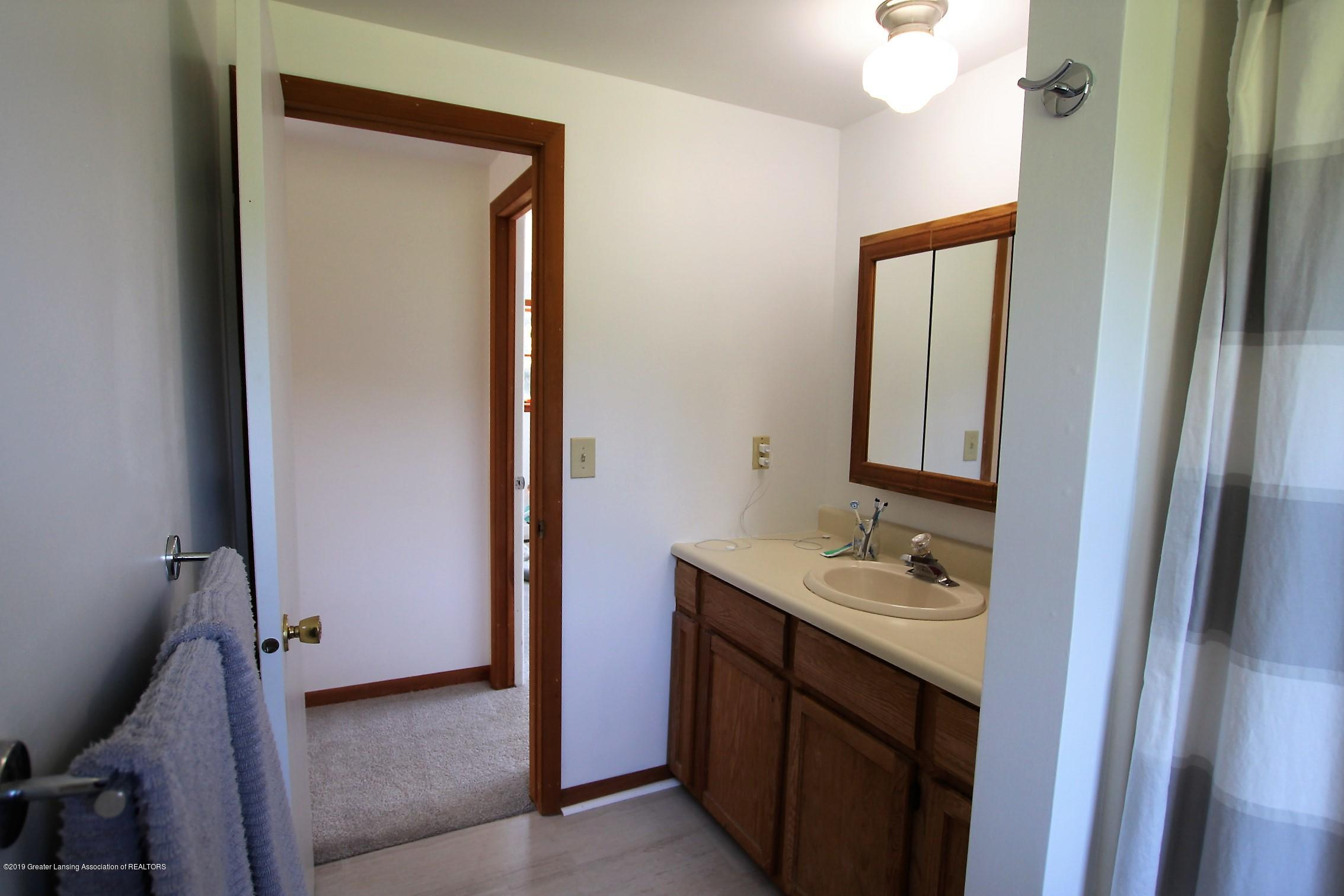 8500 Woodbury Rd - Full Bath - 35
