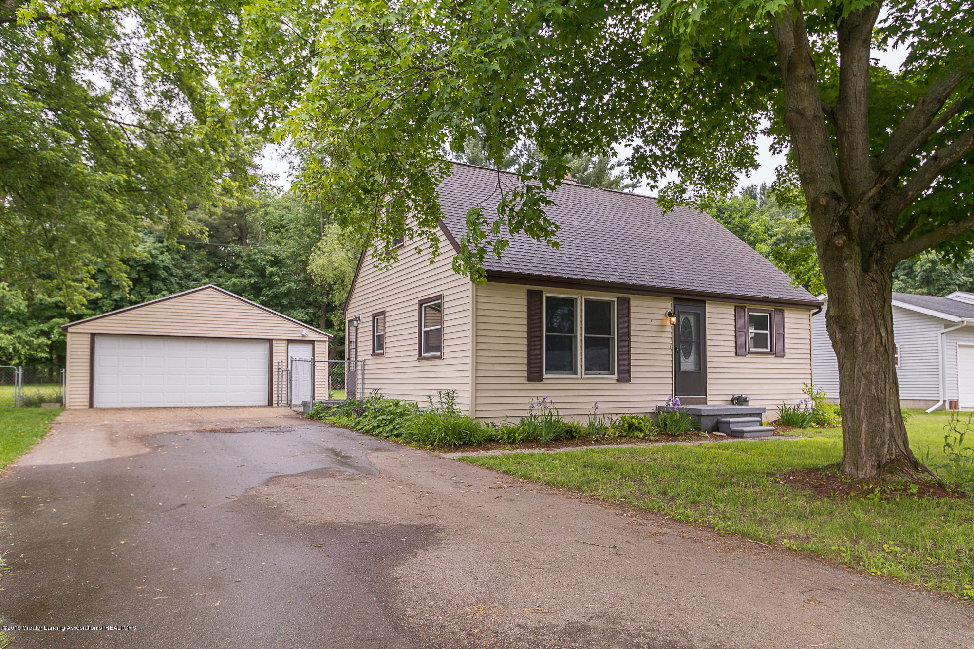 611 Maple Hill Dr - Front - 1