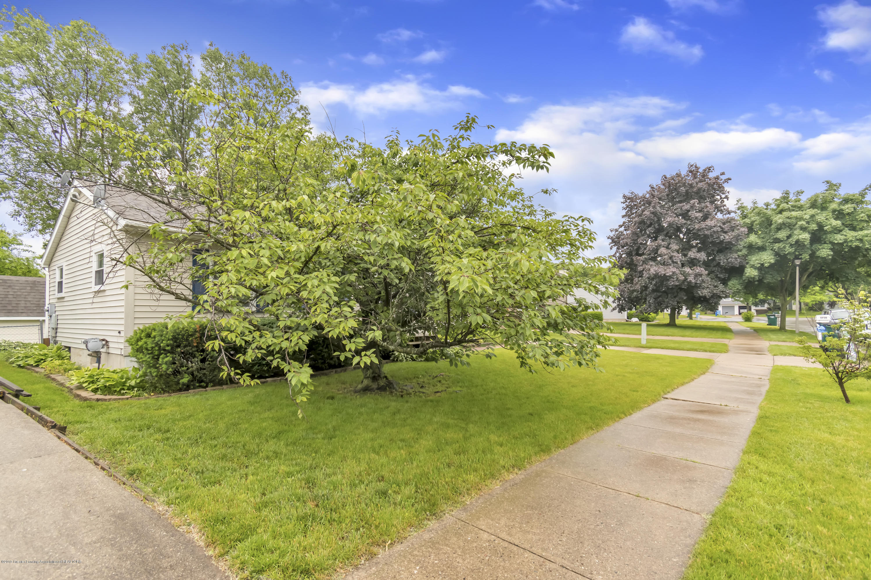 5736 Coulson Ct - 5736-Coulson-Ct-Lansing-MI-windowstill-4 - 4