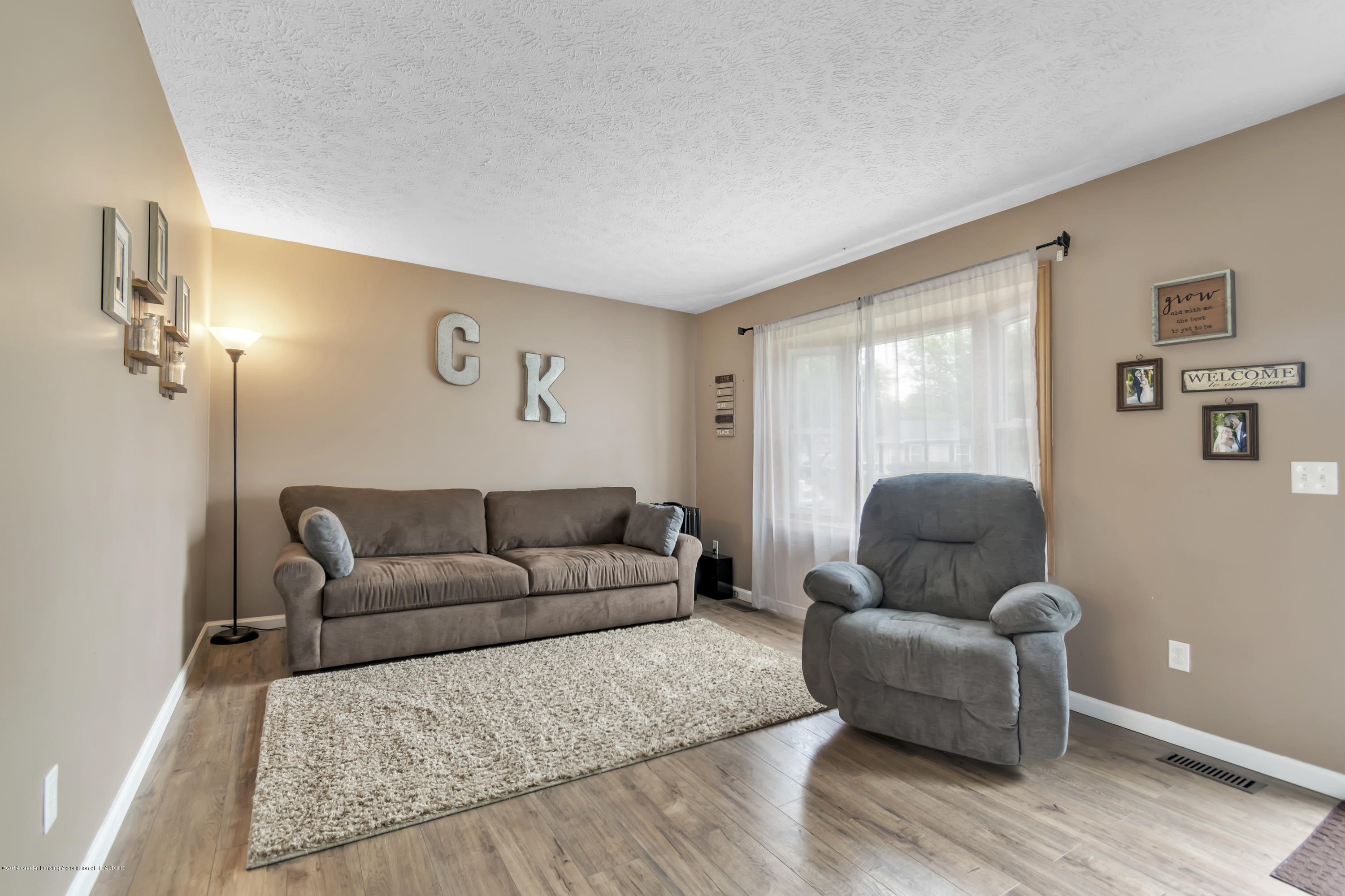 5736 Coulson Ct - 5736-Coulson-Ct-Lansing-MI-windowstill-8 - 7