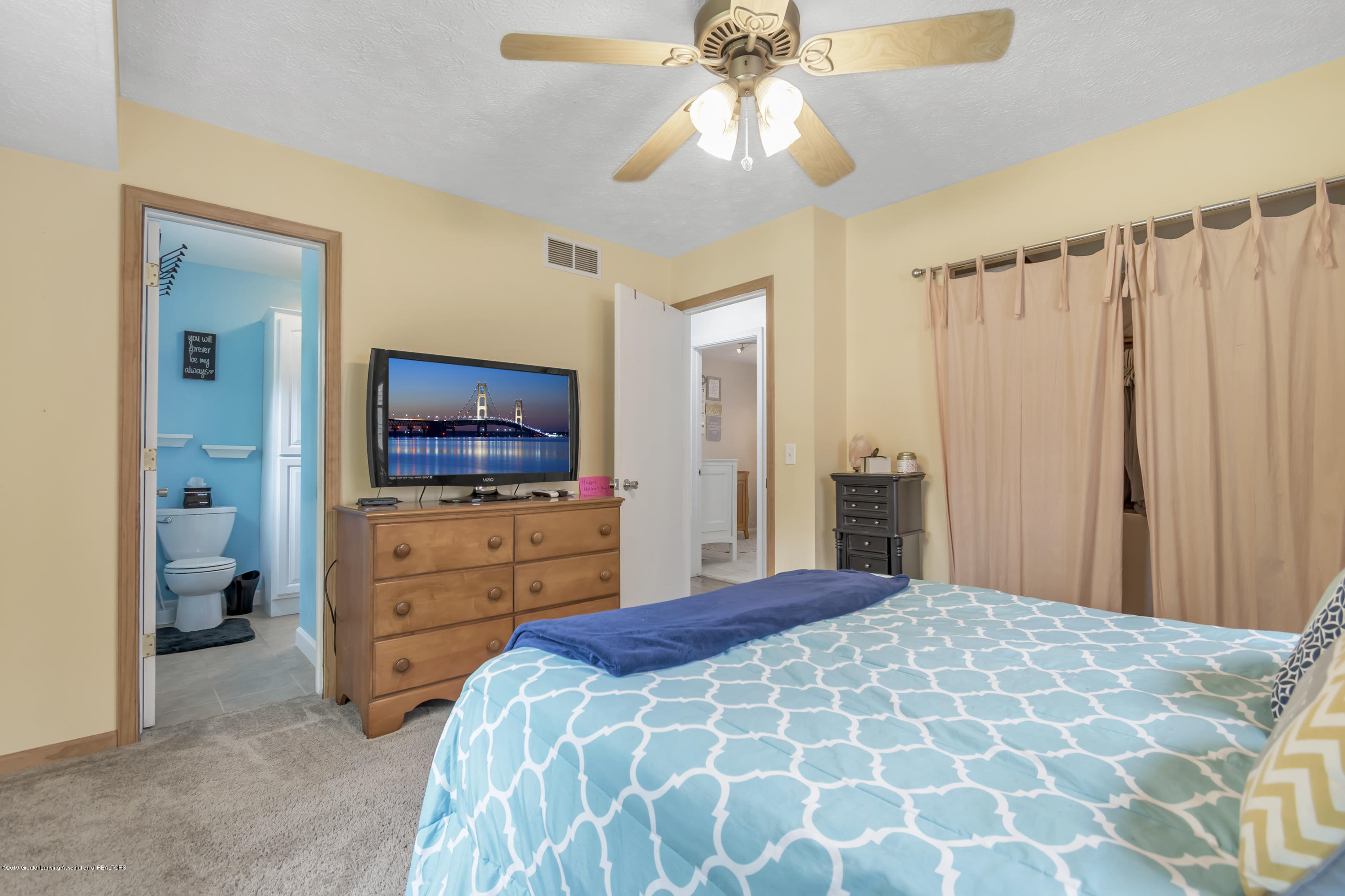 5736 Coulson Ct - 5736-Coulson-Ct-Lansing-MI-windowstill-2 - 19