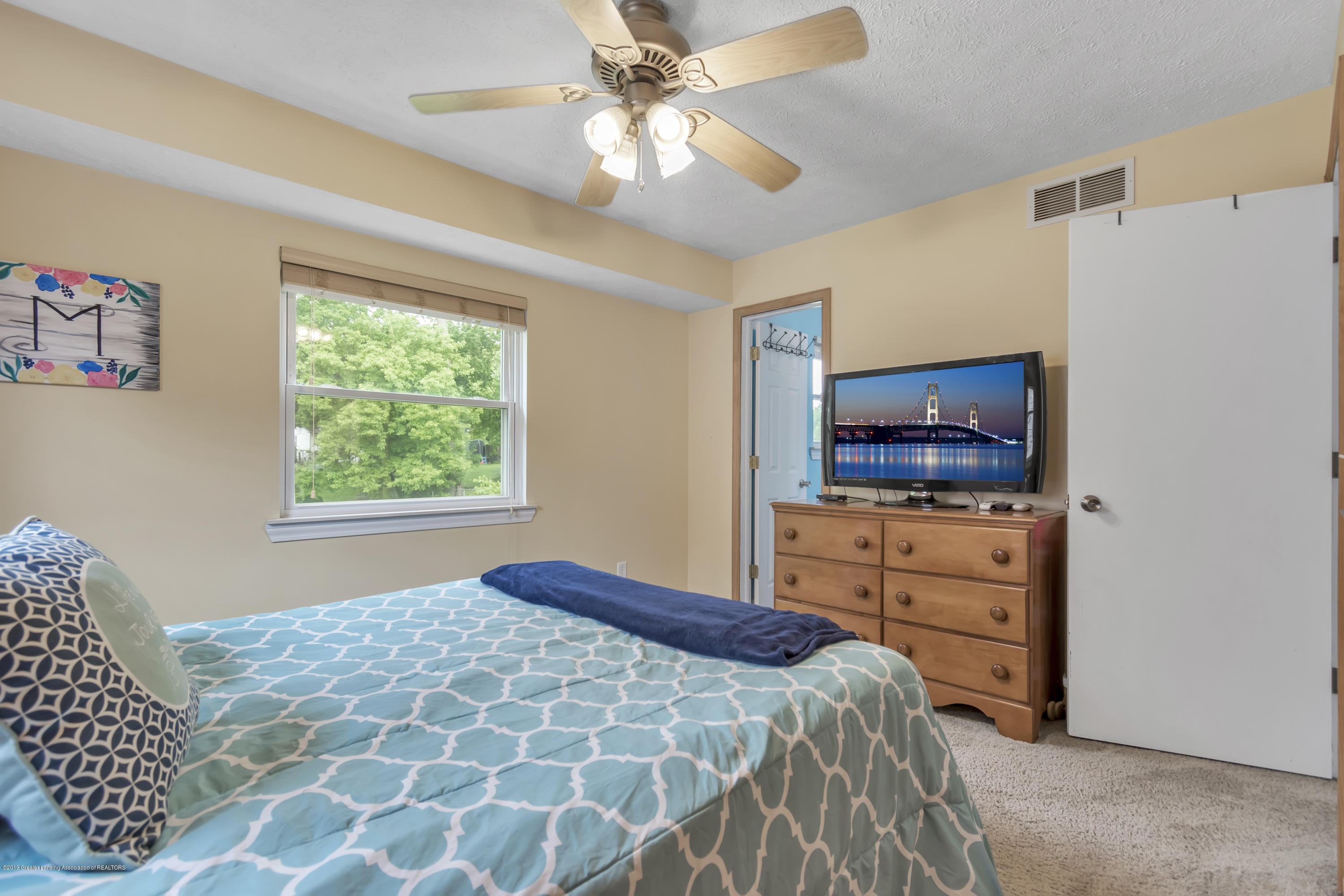 5736 Coulson Ct - 5736-Coulson-Ct-Lansing-MI-windowstill-2 - 21