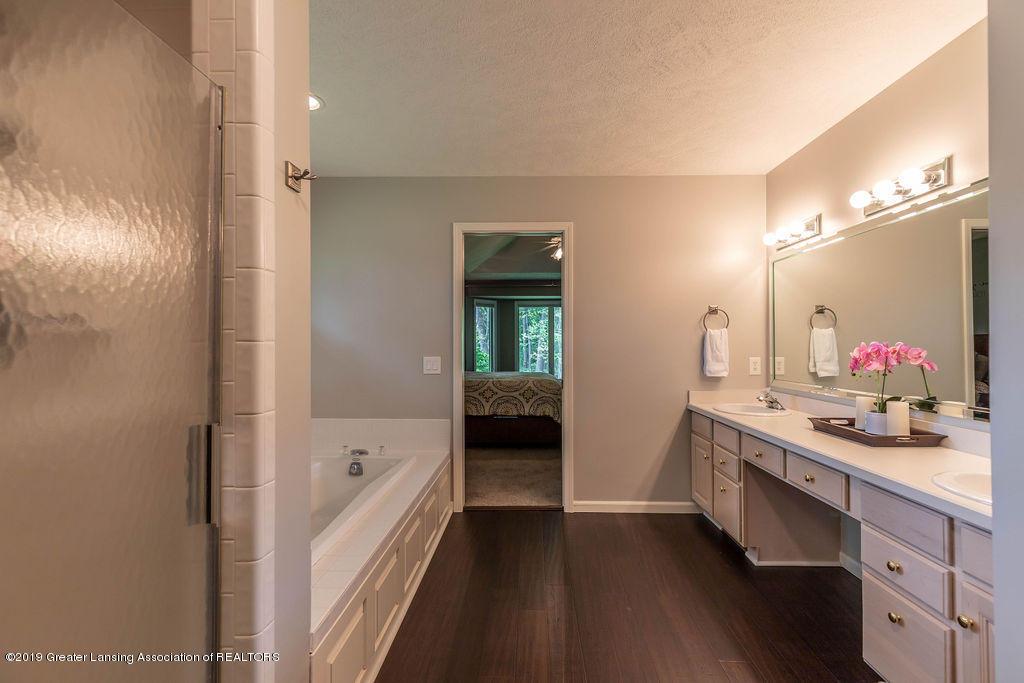 4750 Wellington Dr - Master Bathroom - 33