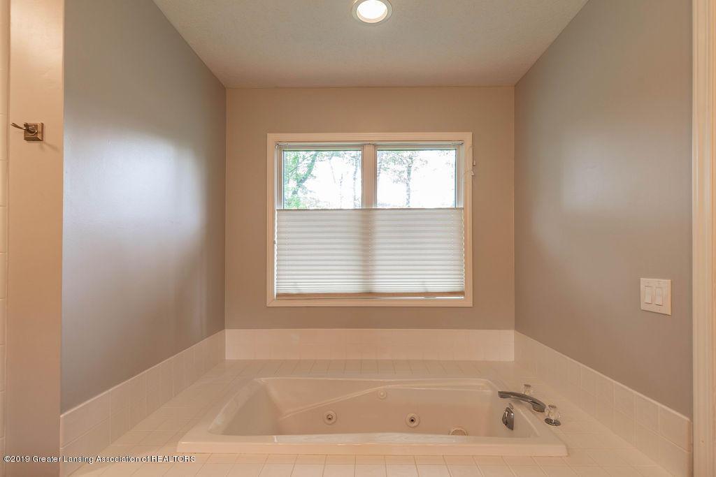 4750 Wellington Dr - Master Bathroom - 32