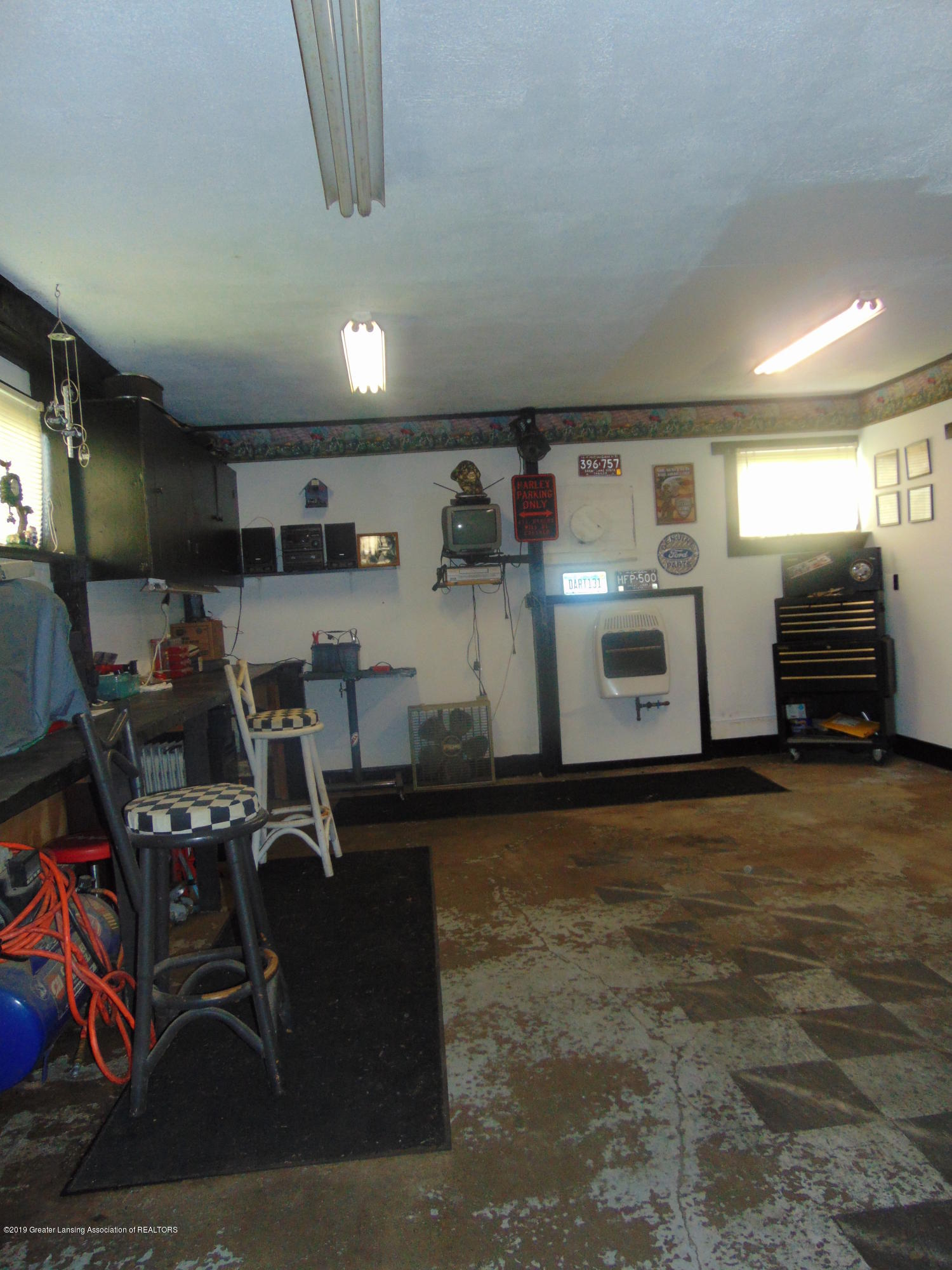 275 S Chester Rd - work area in barn - 27