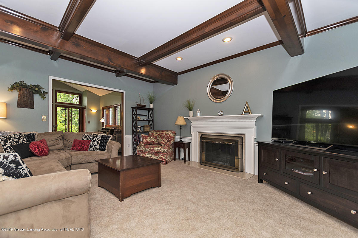 965 Whittier Dr - Family Room - 5