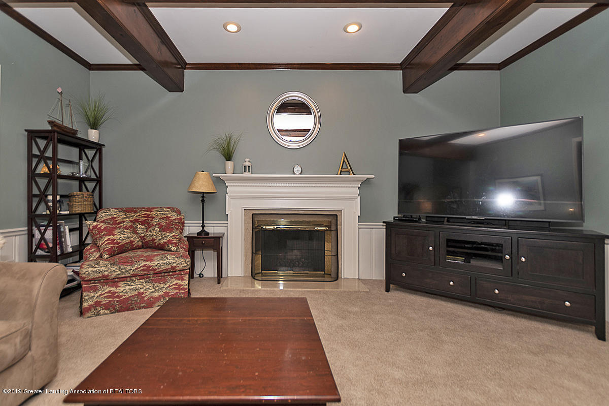 965 Whittier Dr - Family Room - 6