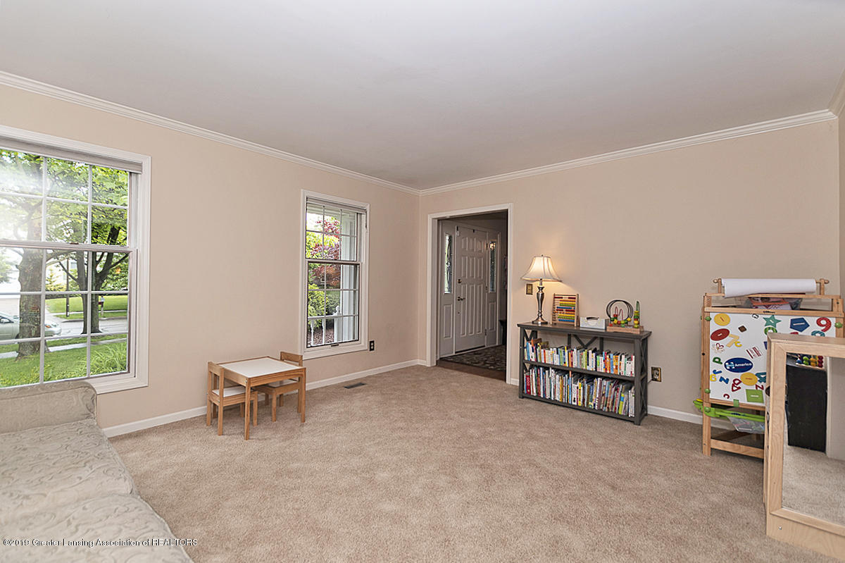 965 Whittier Dr - Formal Living Room - 12