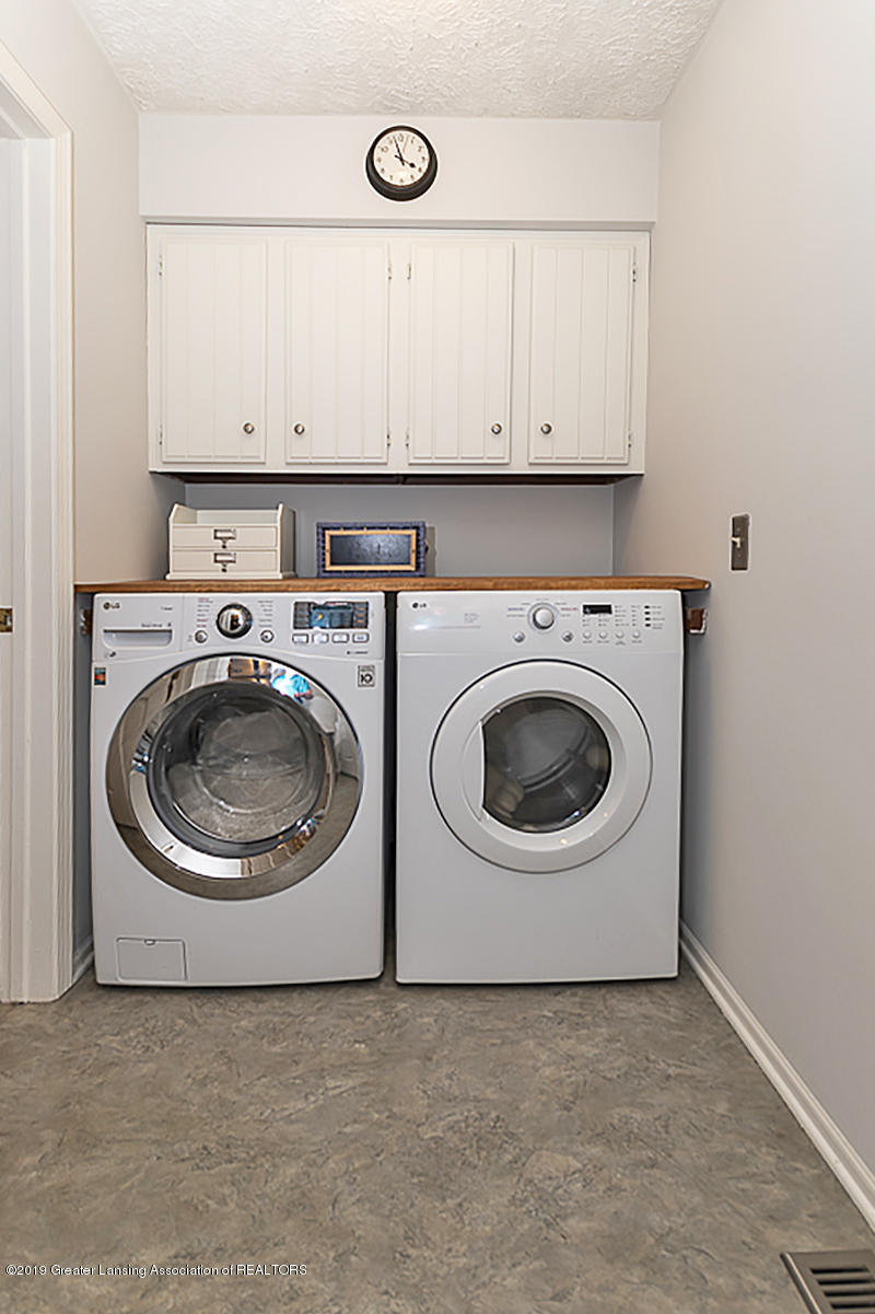 965 Whittier Dr - 1st Floor Laundry - 23
