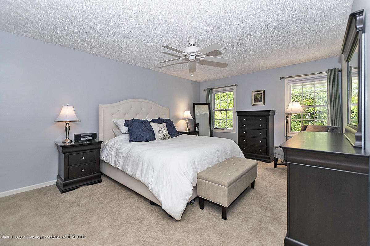 965 Whittier Dr - Master Bedroom - 24