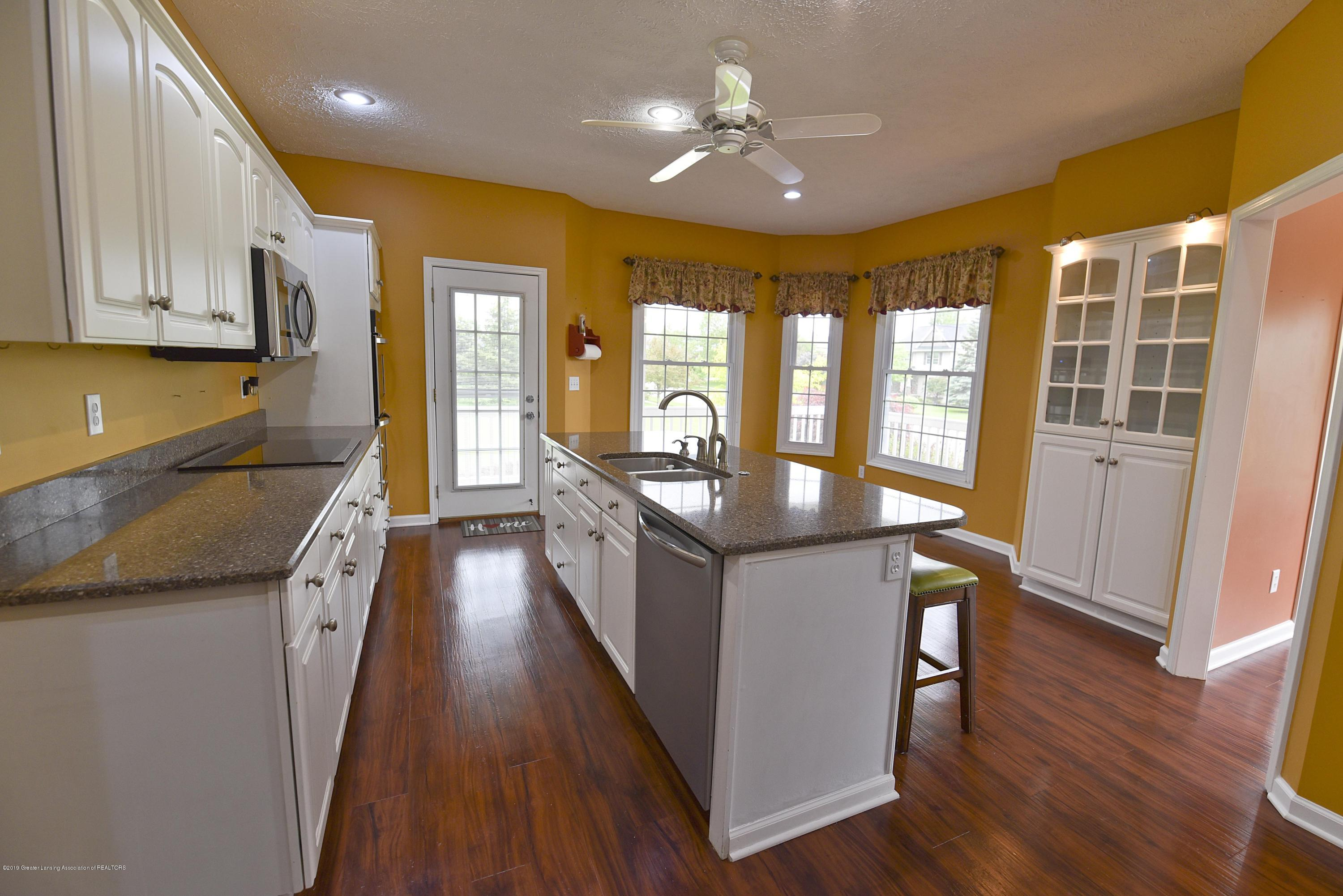3300 Hollow Spring Dr - Kitchen - 25