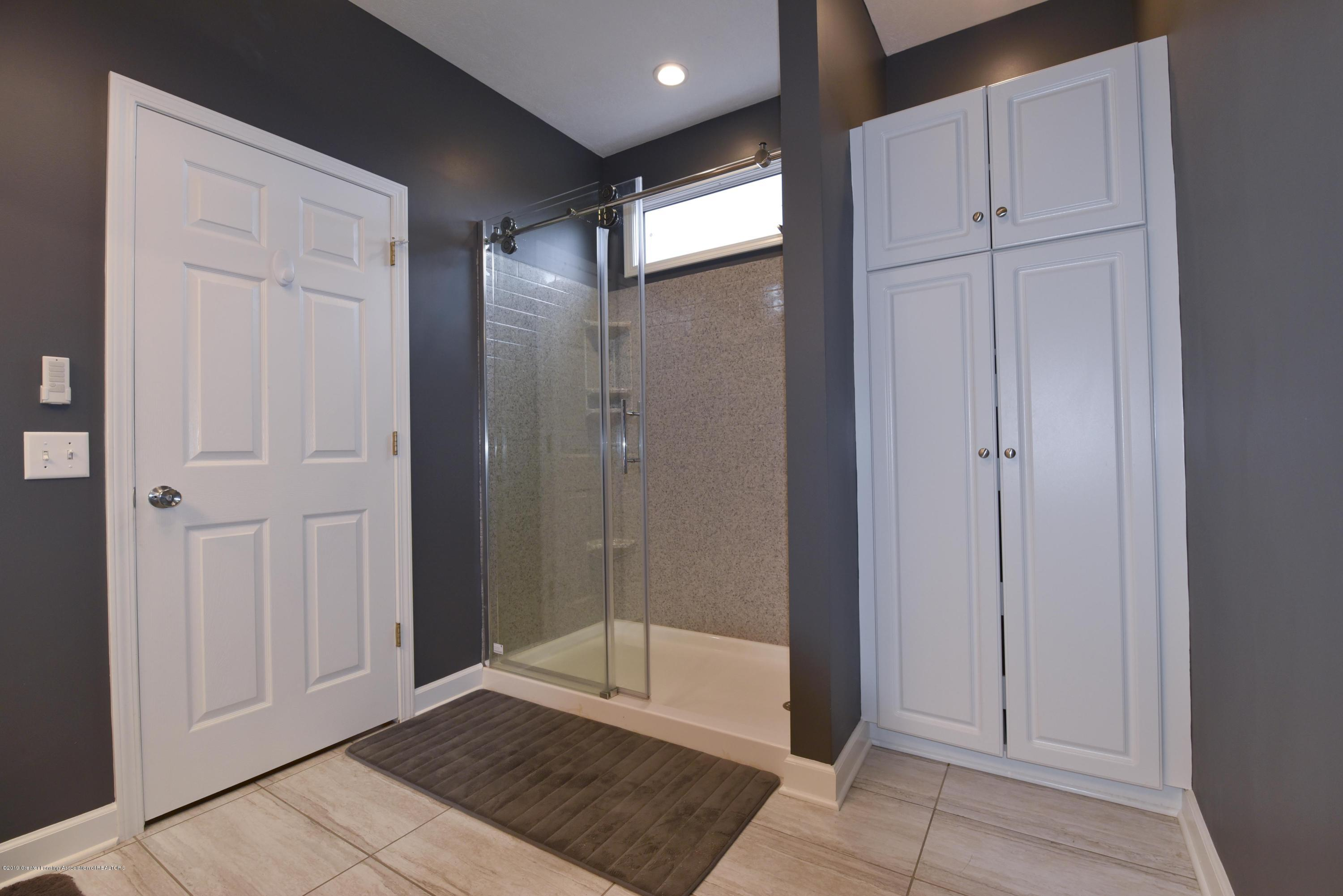 3300 Hollow Spring Dr - Master bath - 29