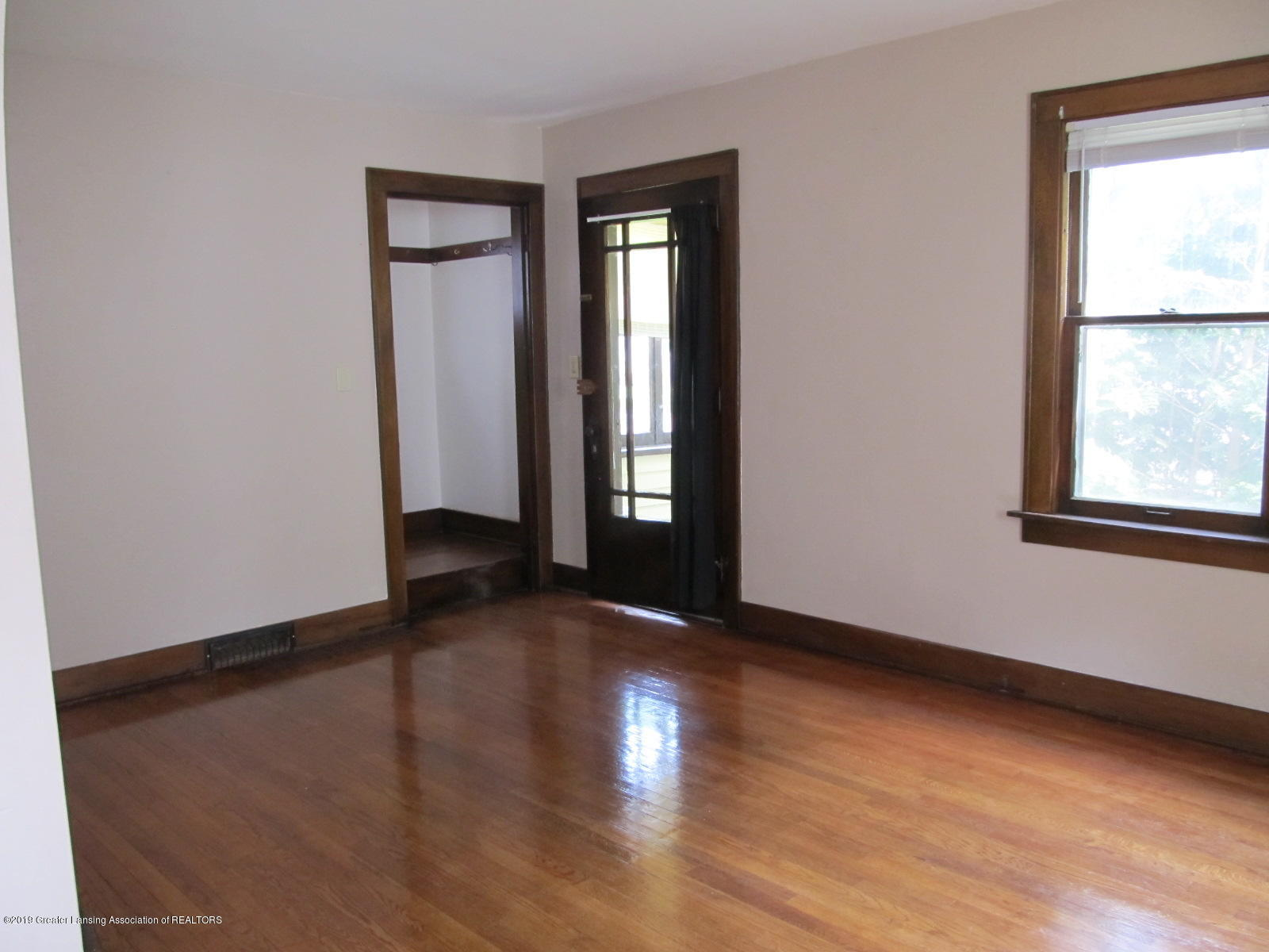 309 Paris Ave - Living Room - 2